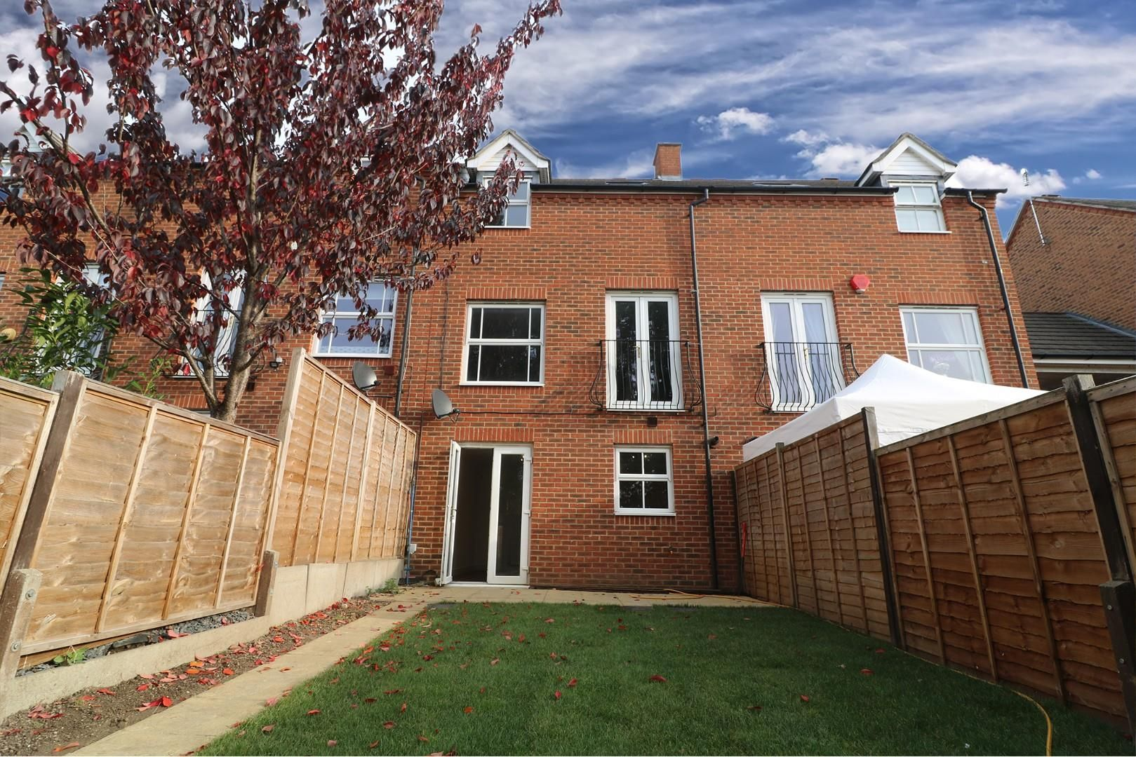 4 bed town house for sale - Property Image 1