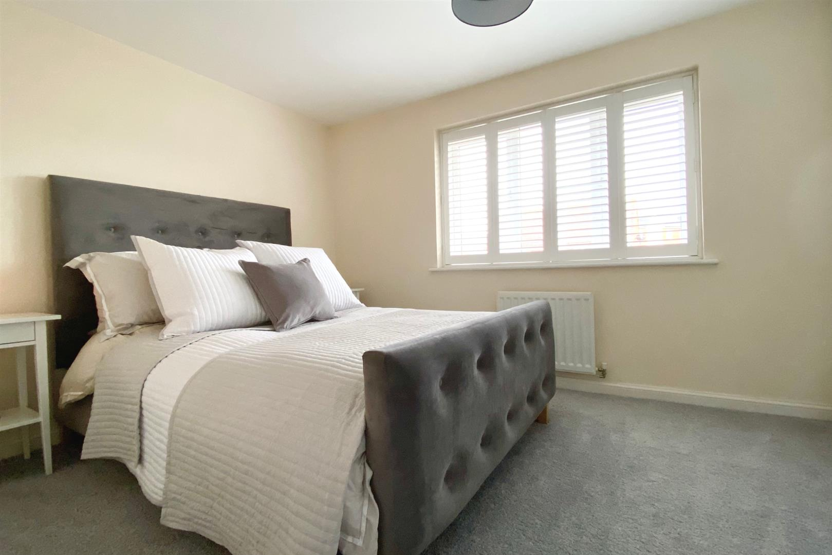 2 bed terraced for sale in Three Mile Cross 3