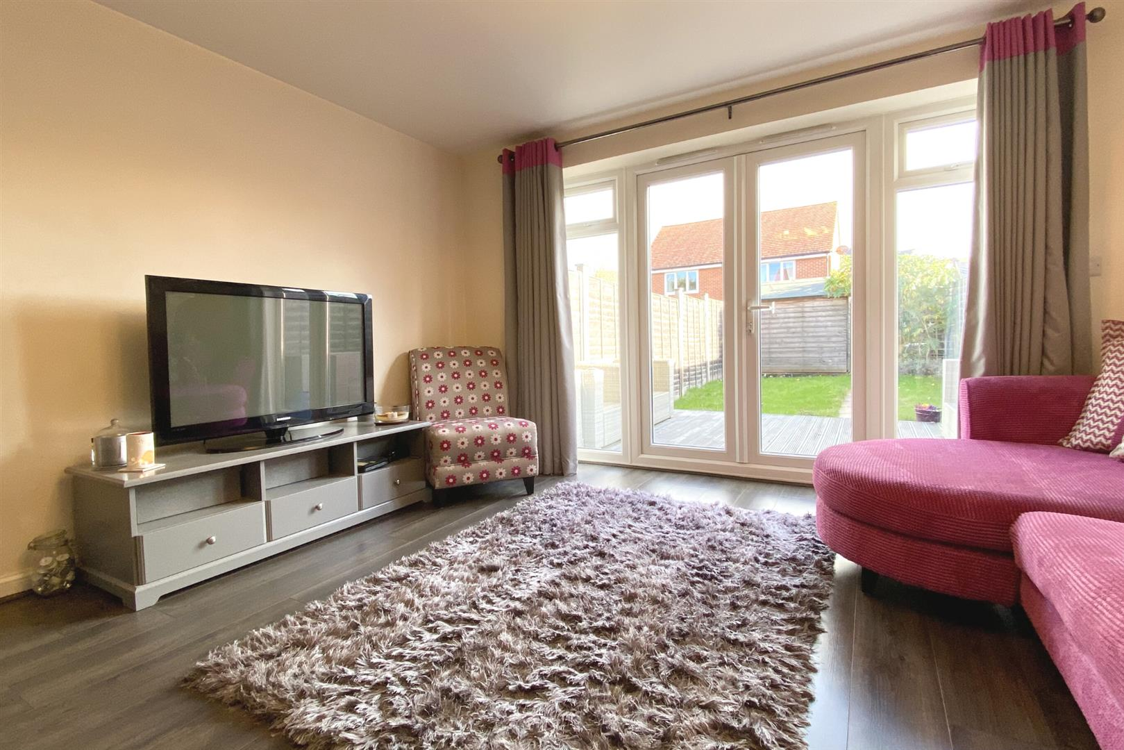 2 bed terraced for sale in Three Mile Cross  - Property Image 6