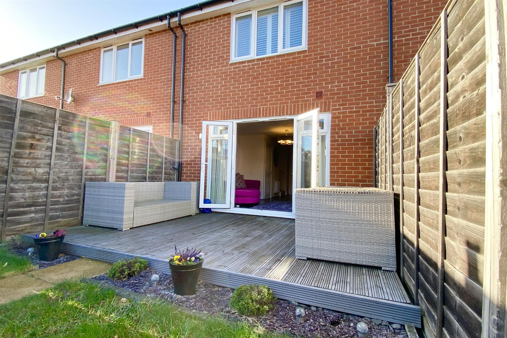 2 bed terraced for sale in Three Mile Cross 8
