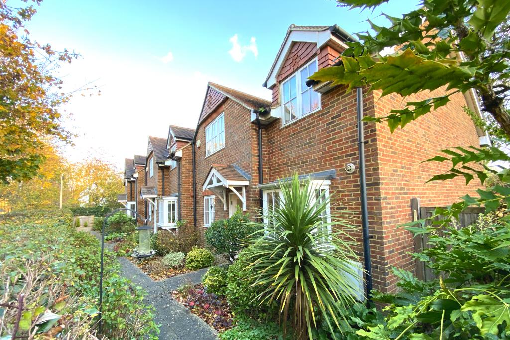 2 bed end of terrace for sale in East Horsley, KT24