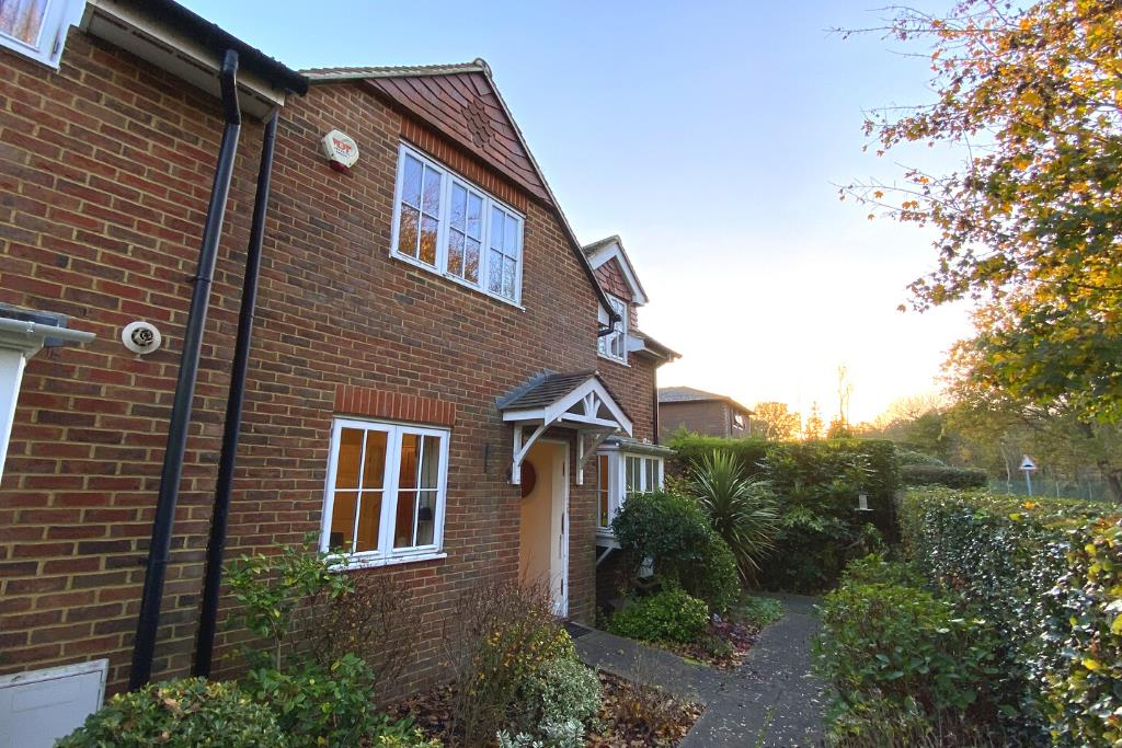 2 bed end of terrace for sale in East Horsley 15