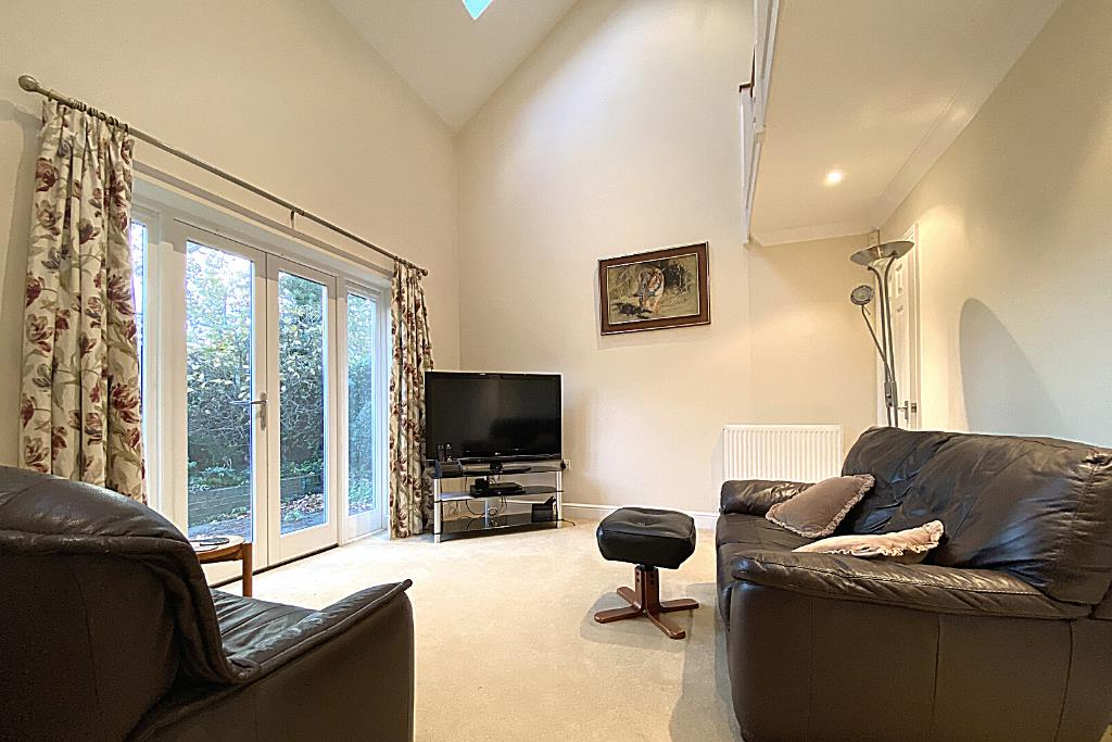 2 bed end of terrace for sale in East Horsley  - Property Image 3
