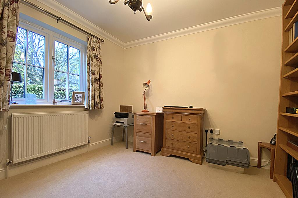 2 bed end of terrace for sale in East Horsley 6