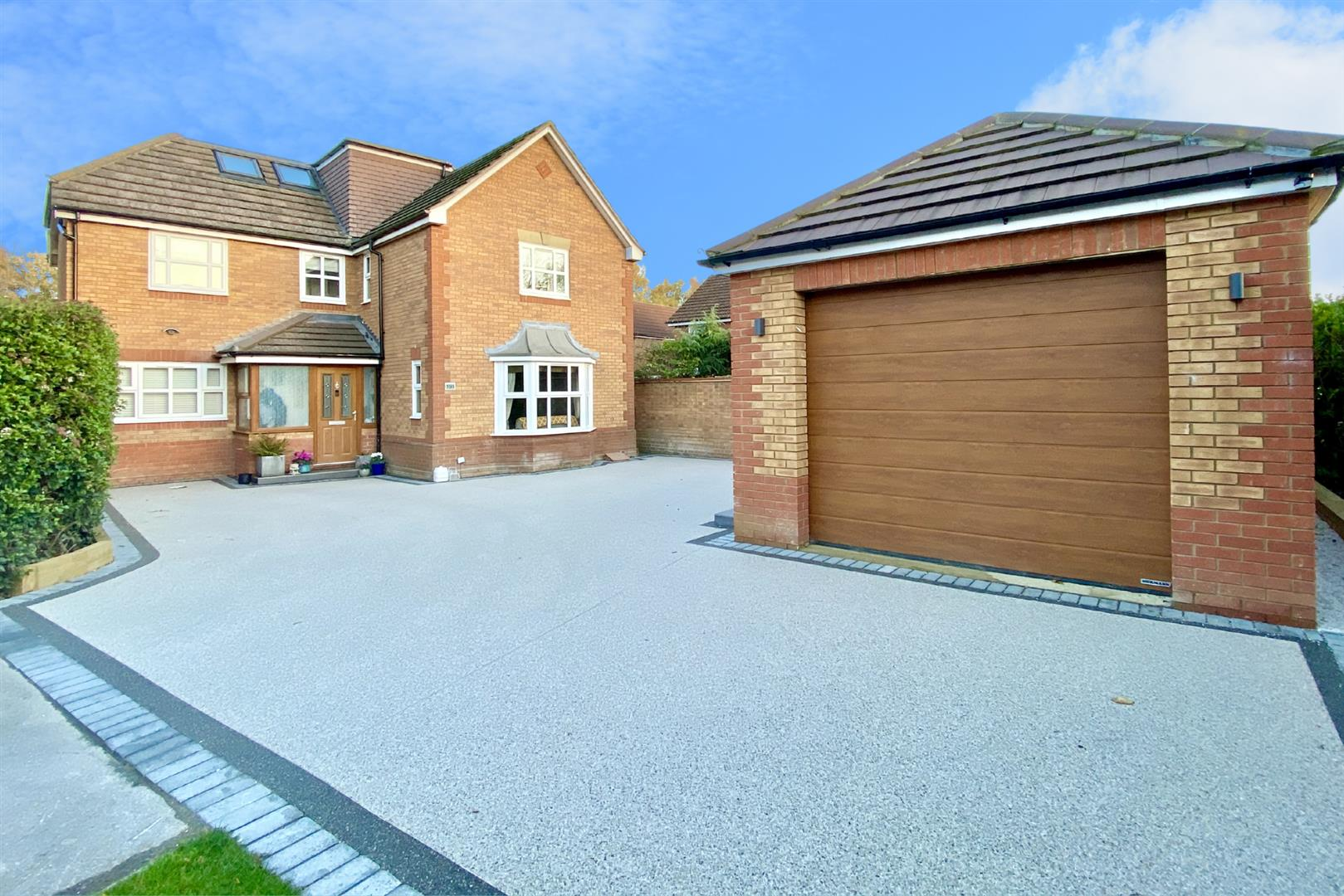 5 bed detached for sale in Woodley 1