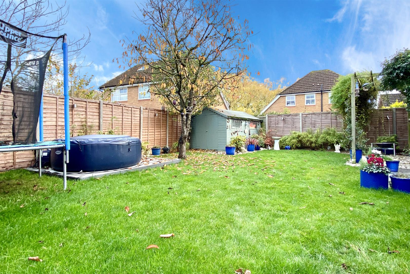5 bed detached for sale in Woodley  - Property Image 2