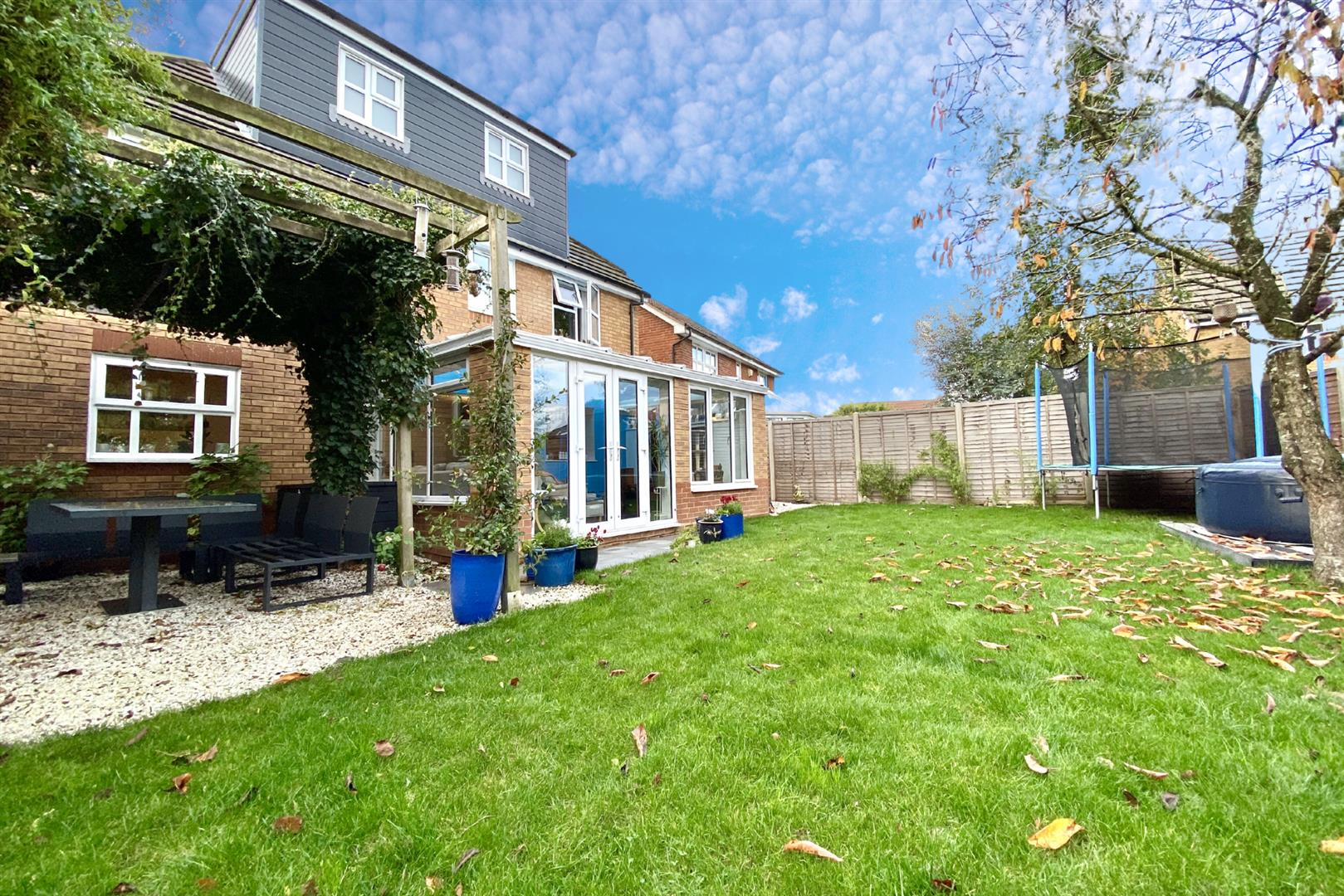 5 bed detached for sale in Woodley 17
