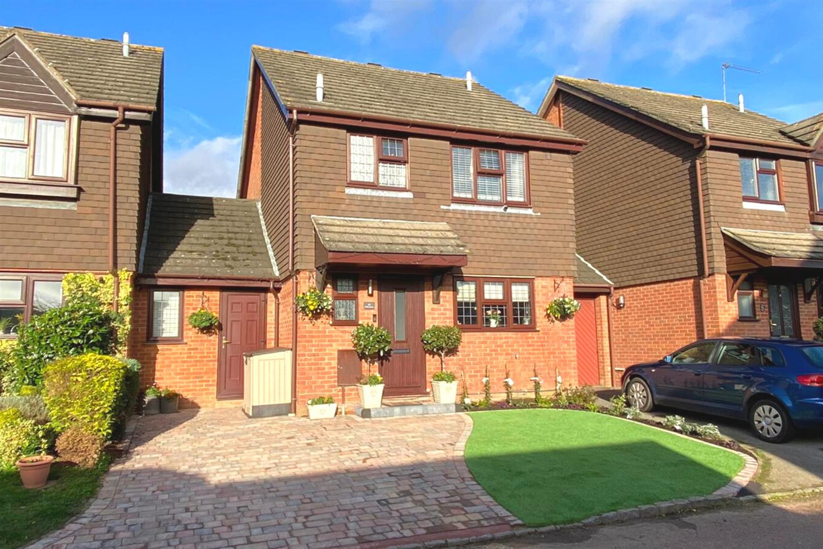 4 bed link detached house for sale in Lower Earley, RG6