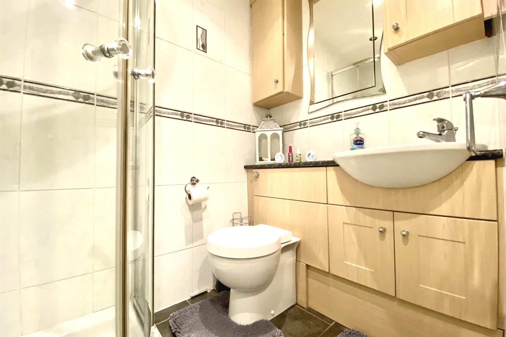 3 bed end of terrace for sale in Lower Earley 5