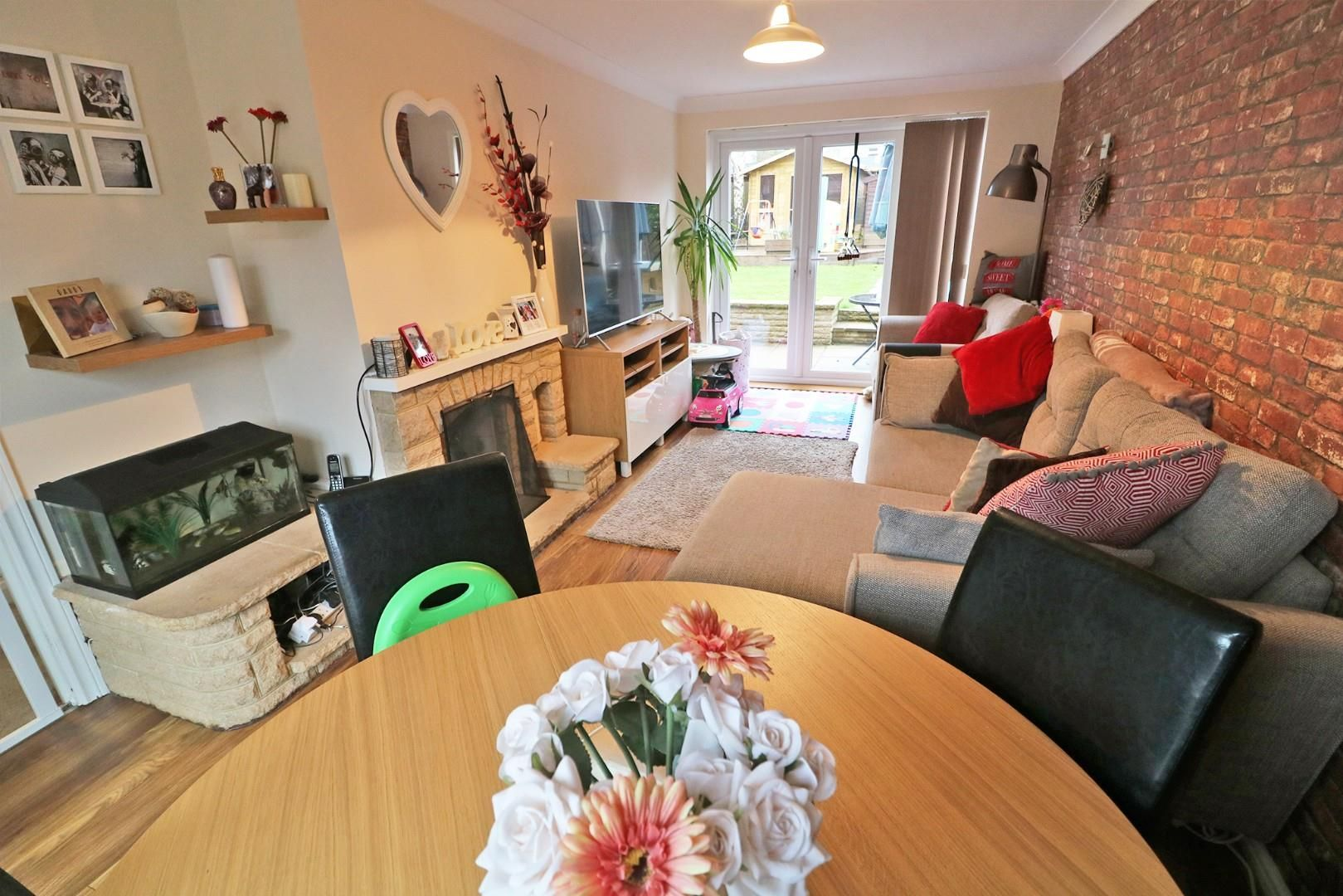 3 bed house for sale in Priestwood 3