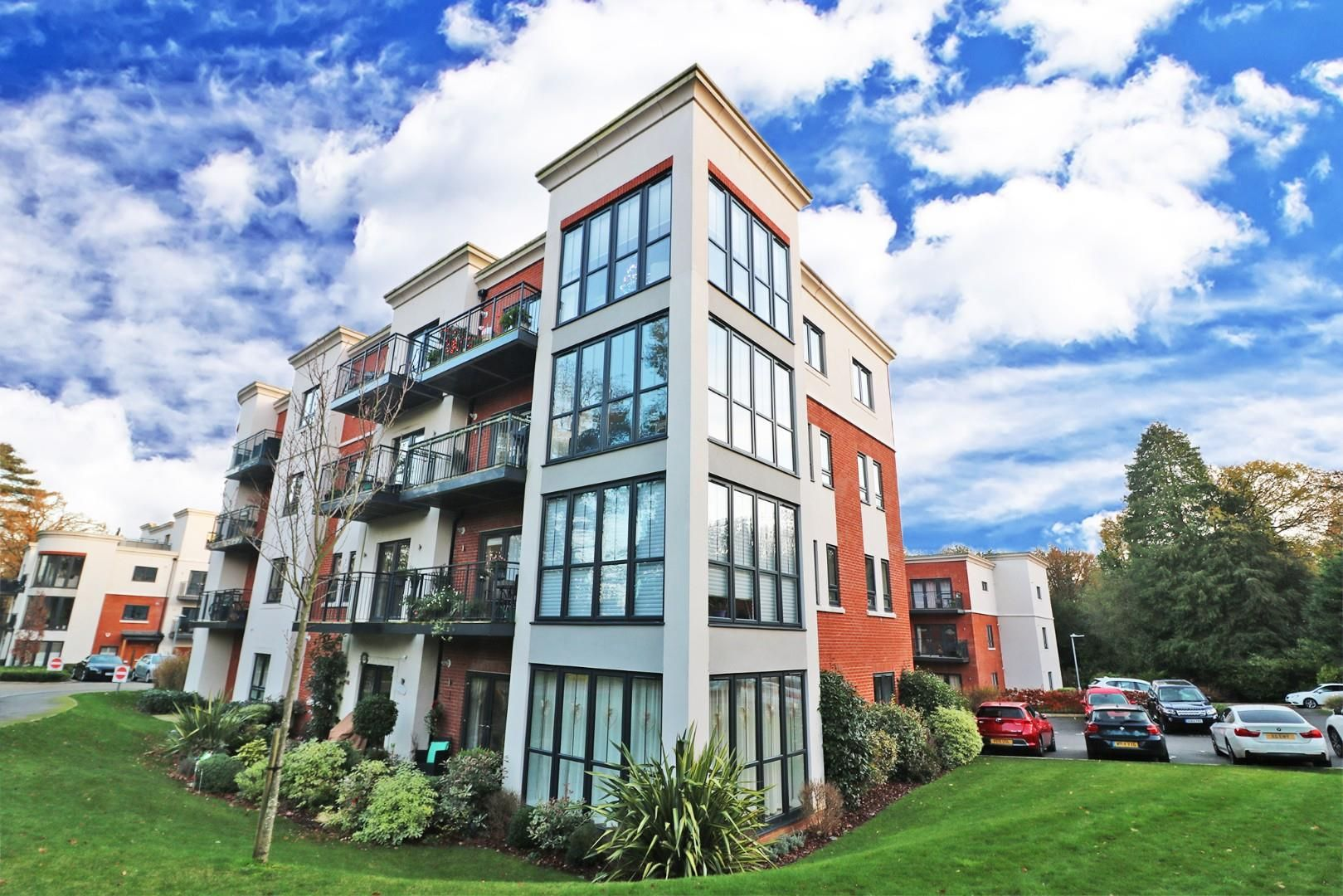 2 bed apartment for sale in London Road, RG42