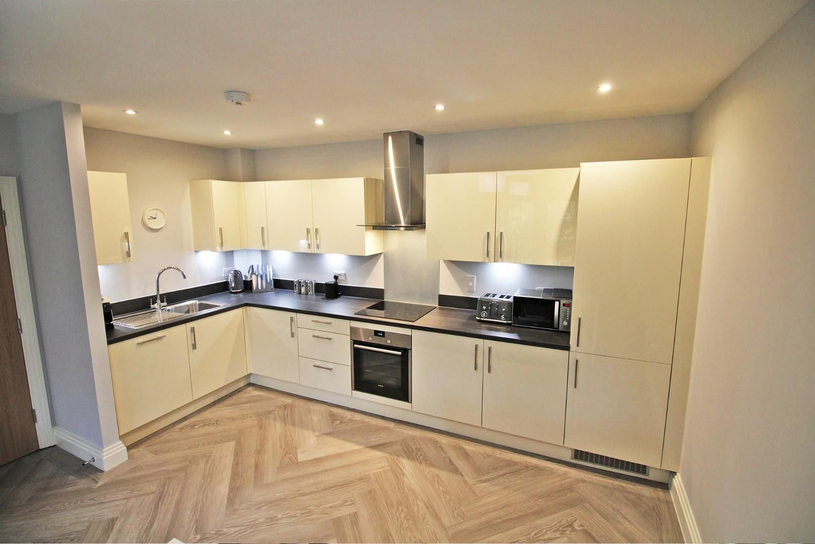 2 bed apartment for sale in London Road 3