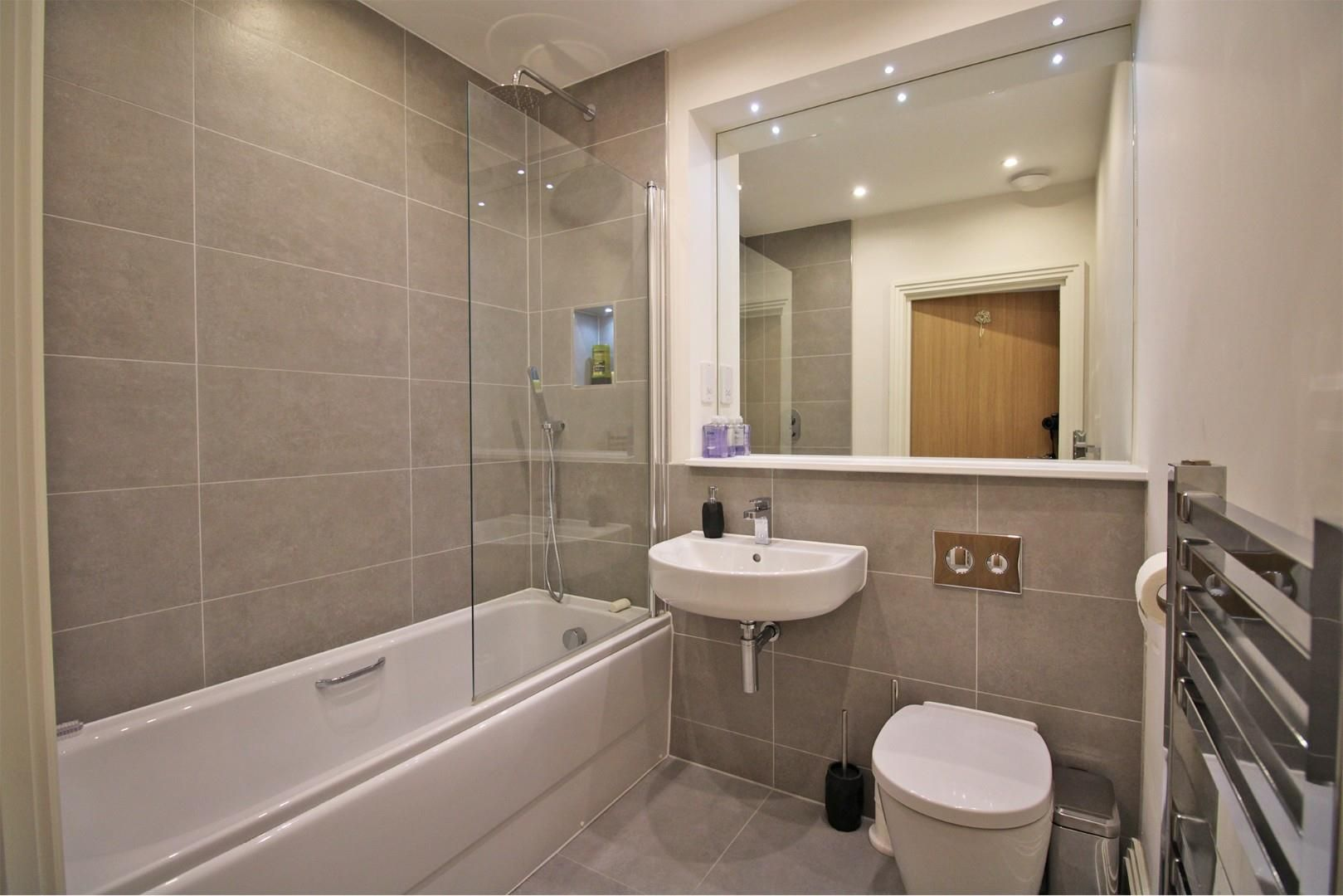 2 bed apartment for sale in London Road 4