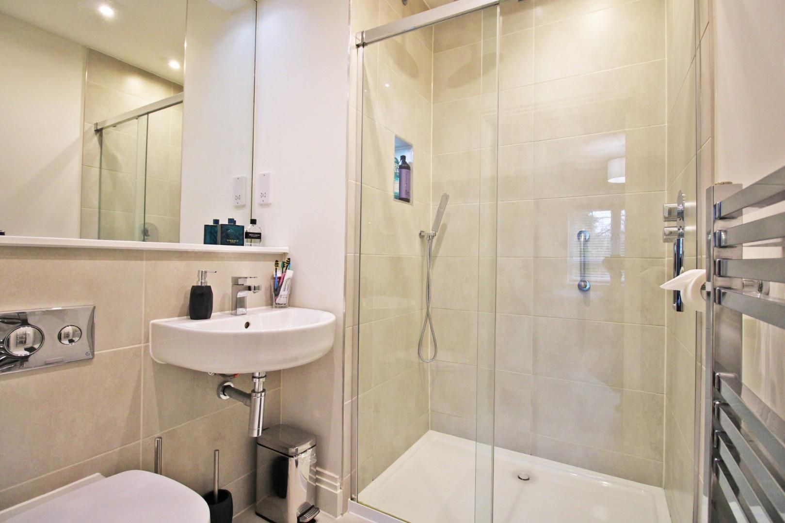 2 bed apartment for sale in London Road 6