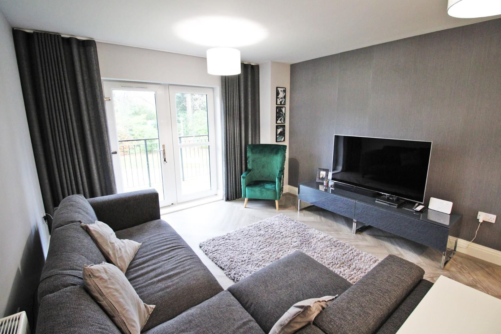 2 bed apartment for sale in London Road 7