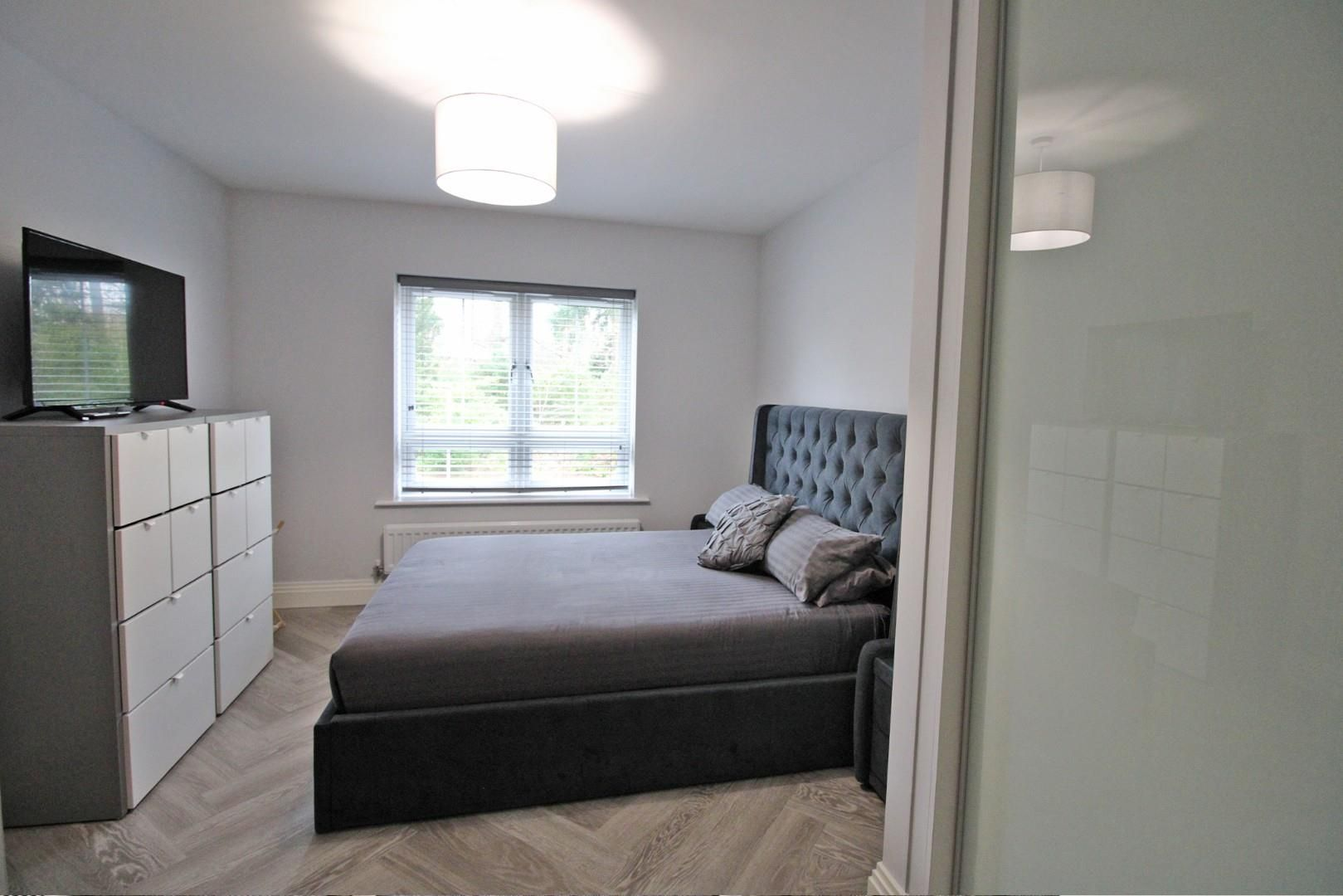2 bed apartment for sale in London Road  - Property Image 8