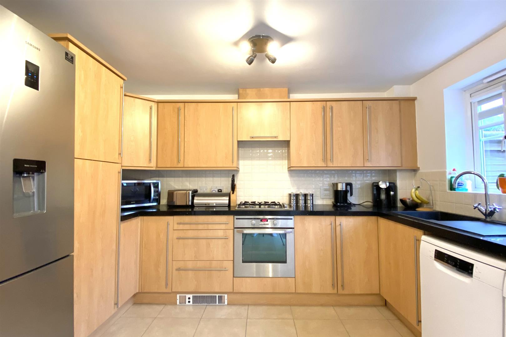 3 bed semi-detached for sale in Shinfield  - Property Image 4