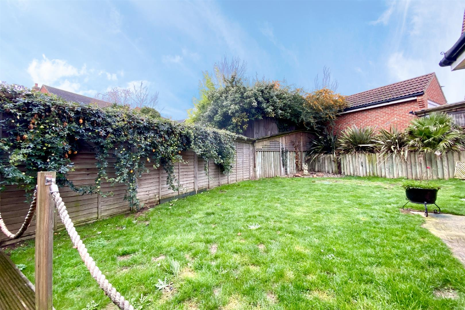 3 bed semi-detached for sale in Shinfield 6