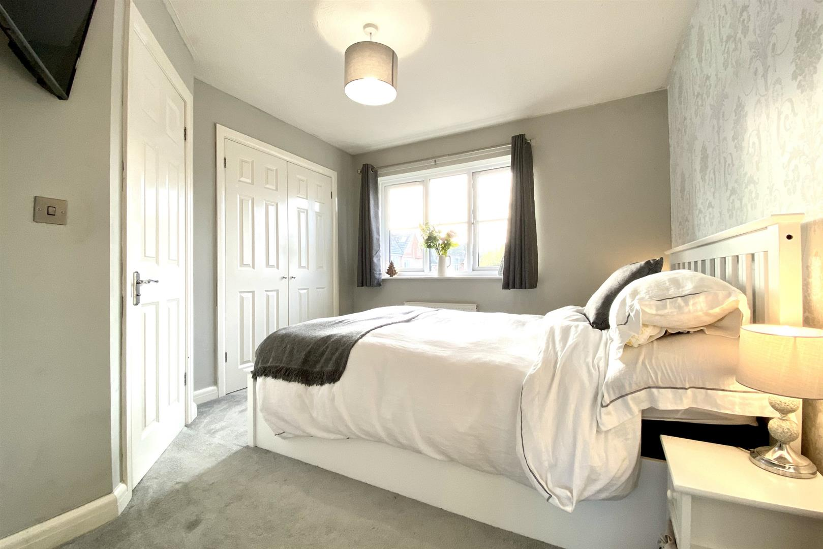 2 bed terraced for sale in Three Mile Cross 2