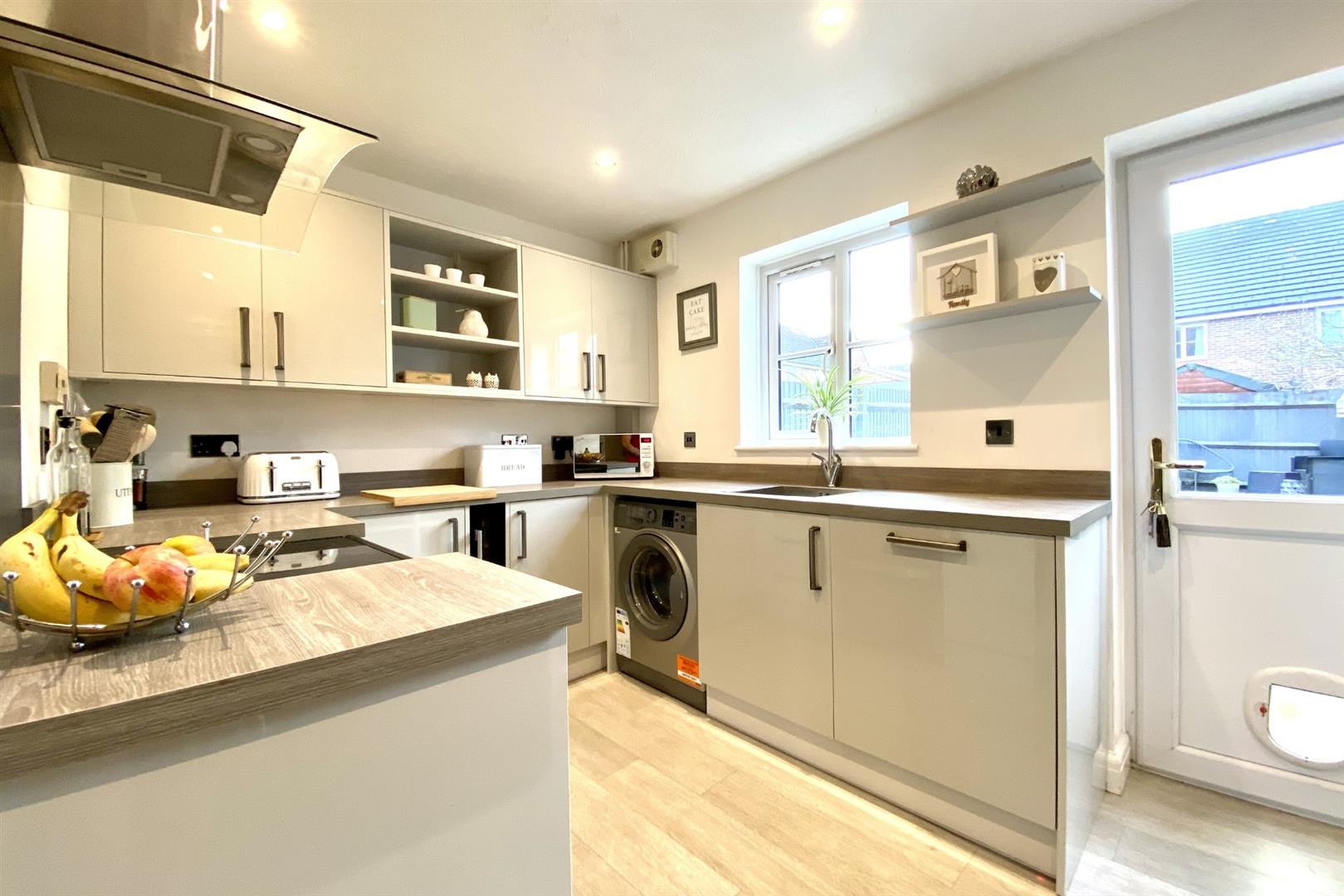 2 bed terraced for sale in Three Mile Cross 12