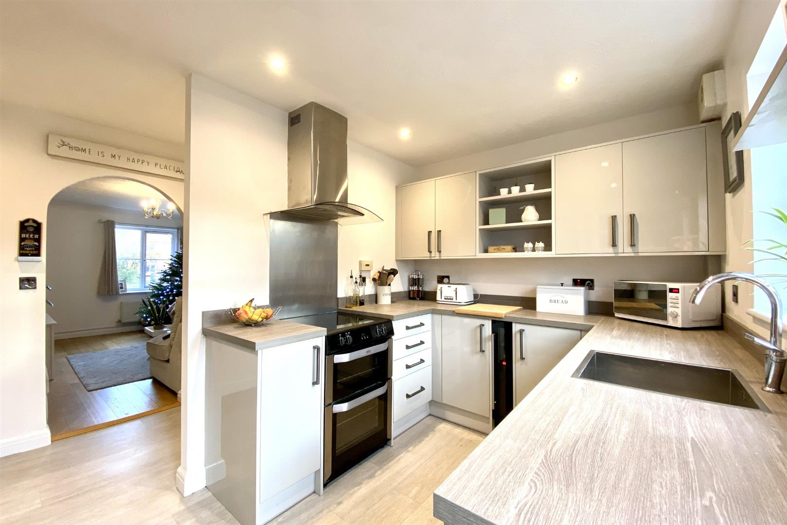 2 bed terraced for sale in Three Mile Cross 13