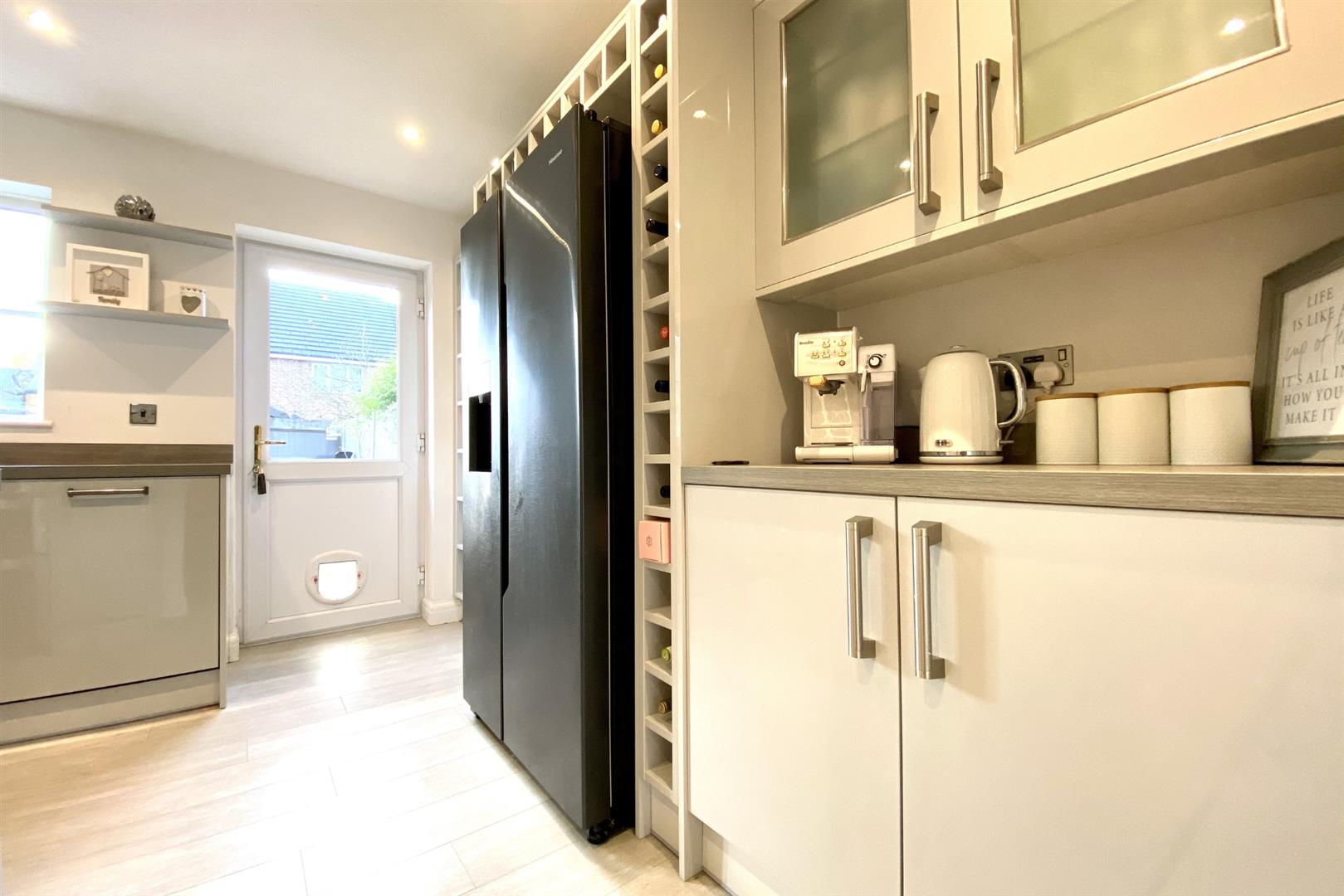 2 bed terraced for sale in Three Mile Cross 14