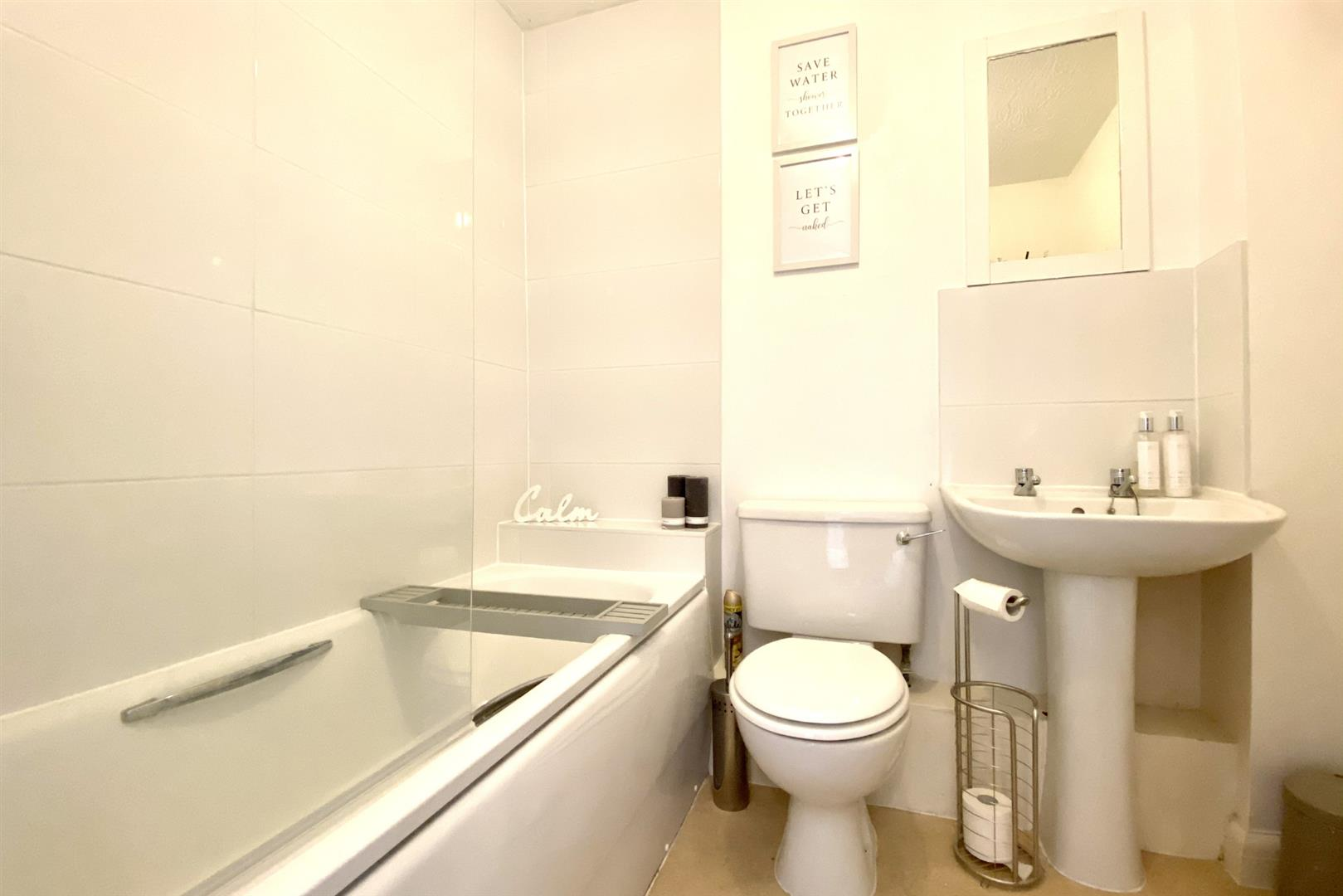 2 bed terraced for sale in Three Mile Cross  - Property Image 3