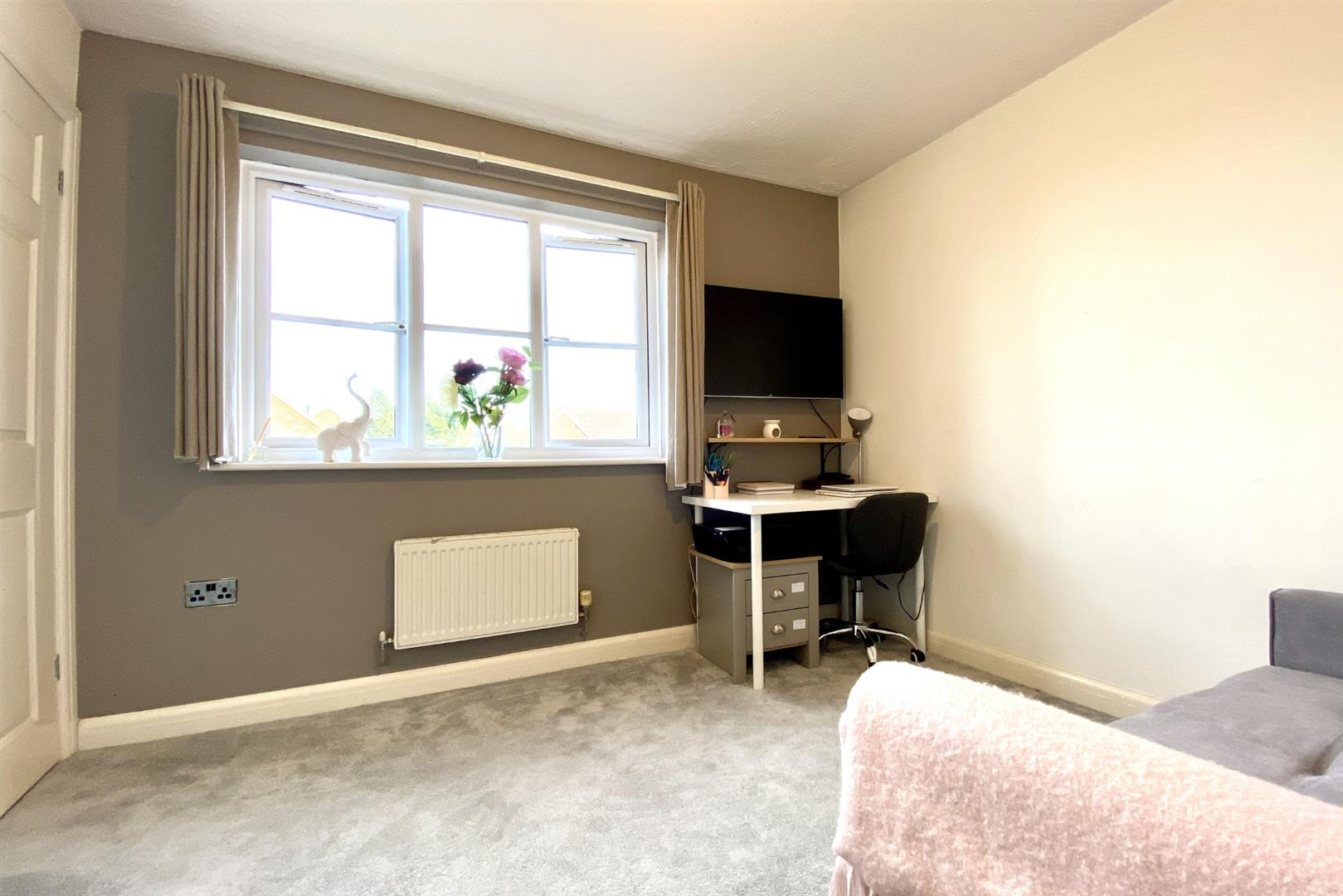 2 bed terraced for sale in Three Mile Cross 5