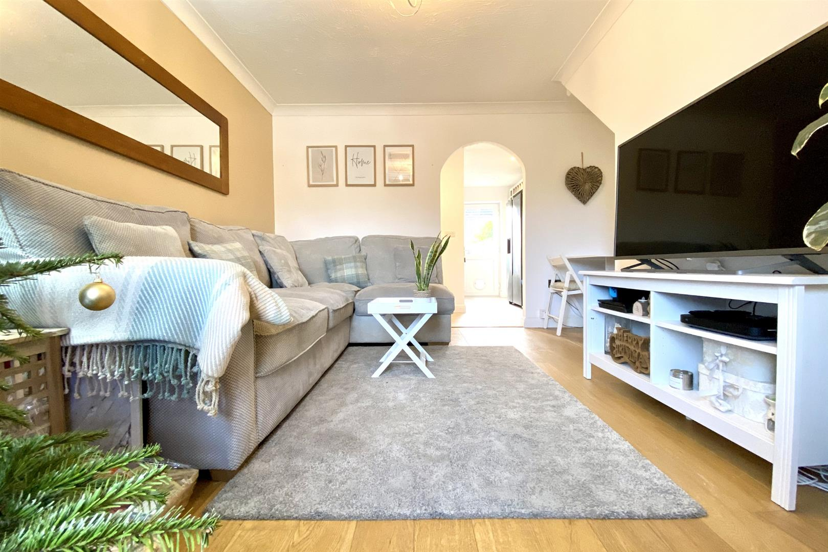 2 bed terraced for sale in Three Mile Cross 9