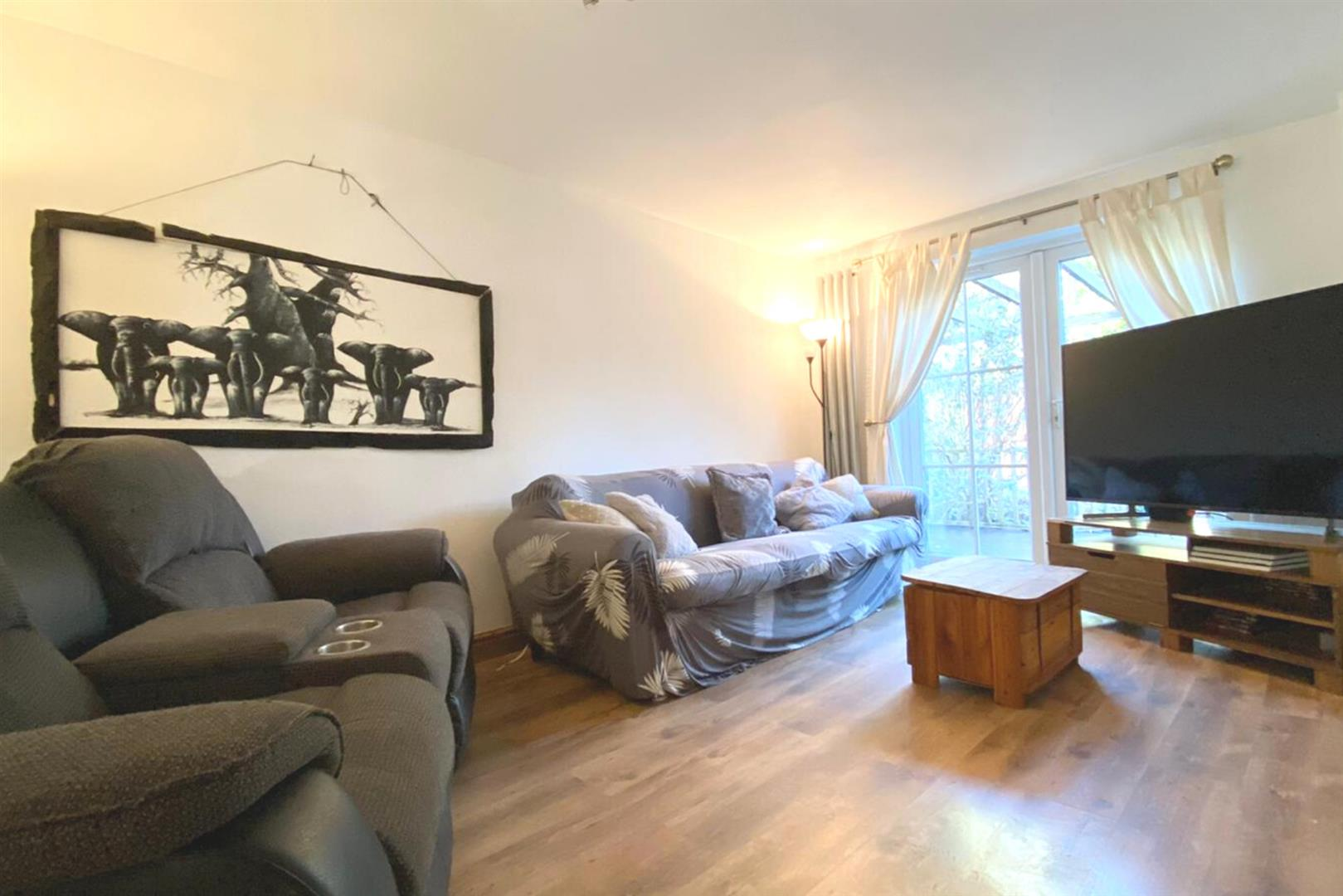 3 bed semi-detached for sale in Woodley 11