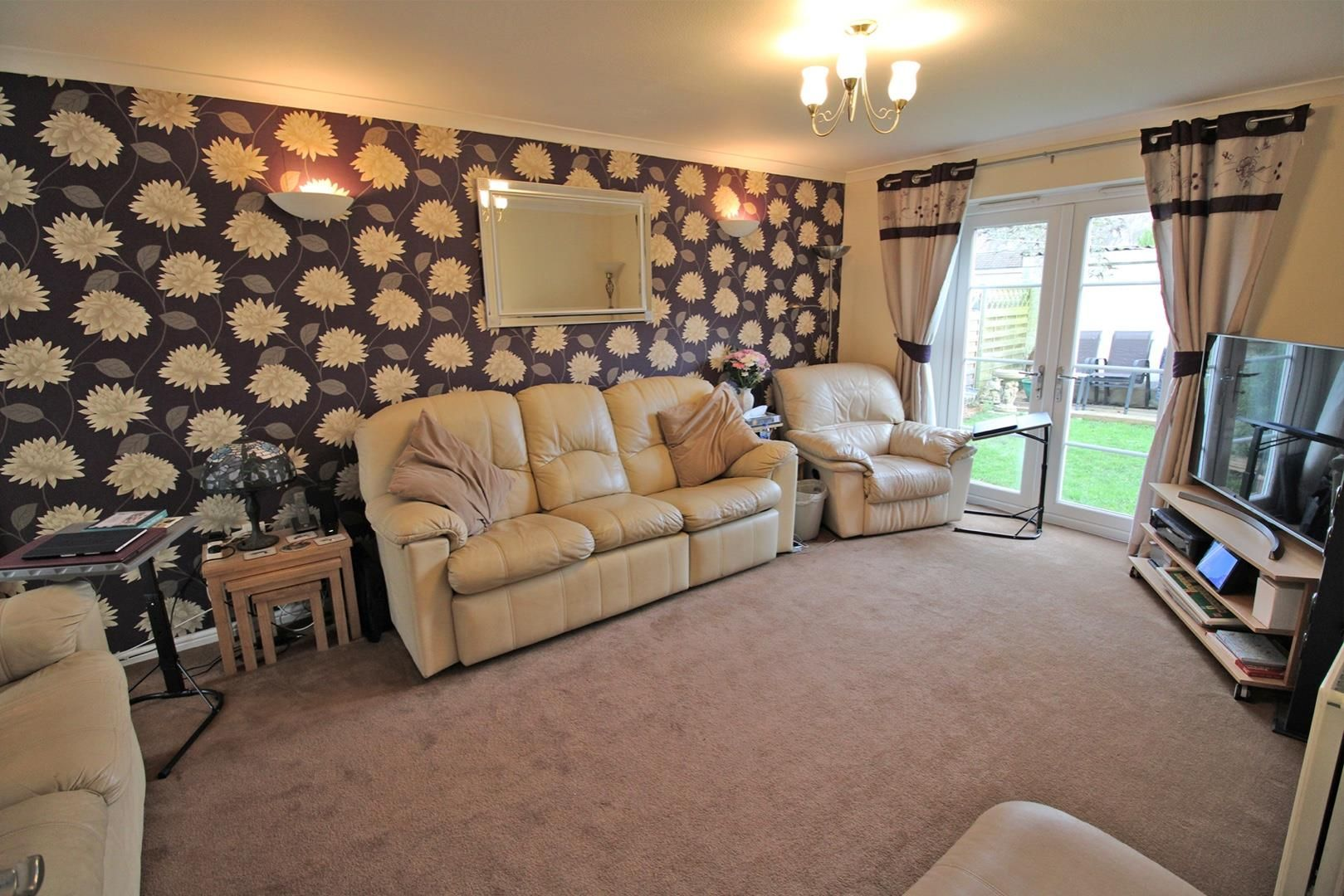 4 bed terraced for sale in Hanworth 4