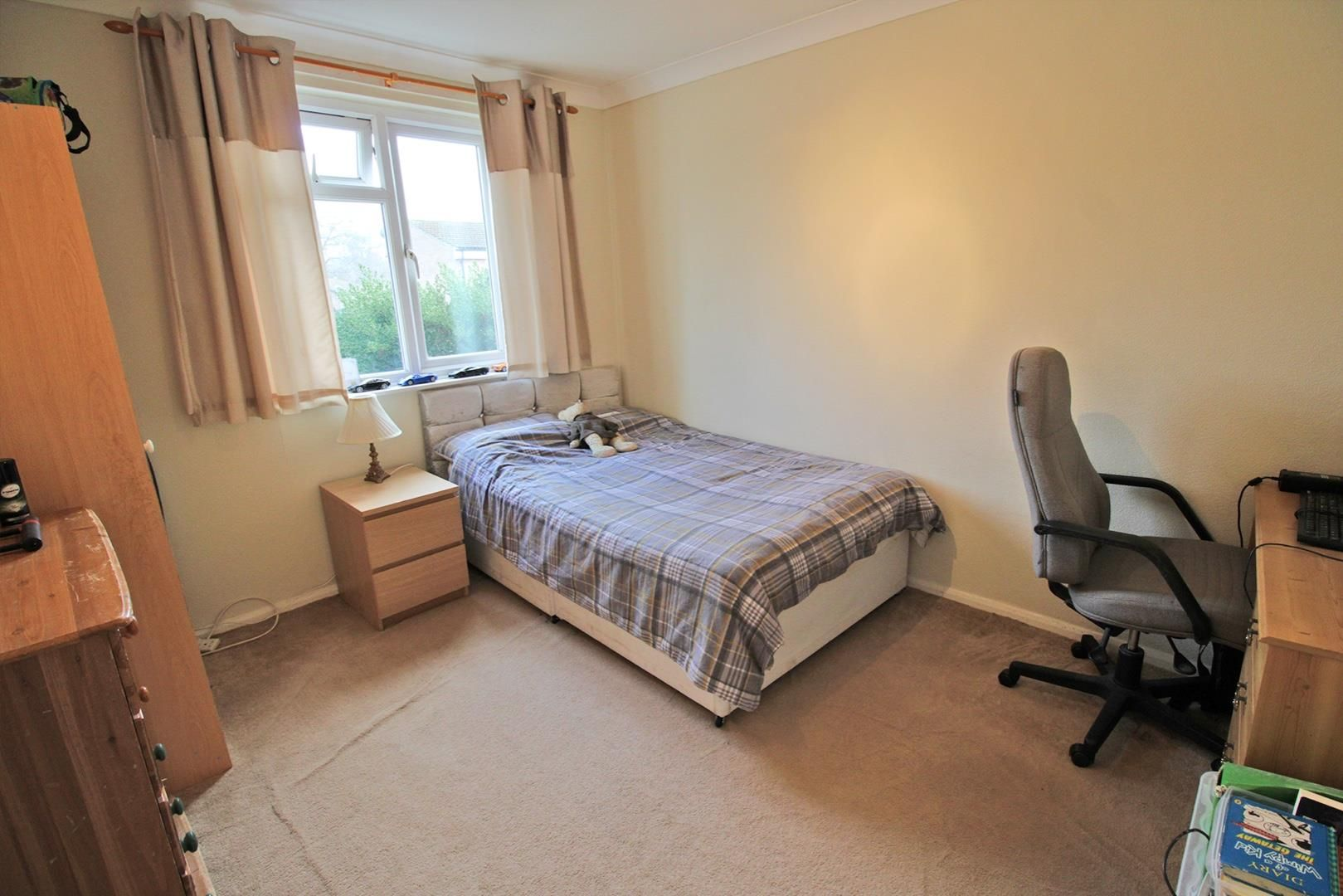 4 bed terraced for sale in Hanworth 7