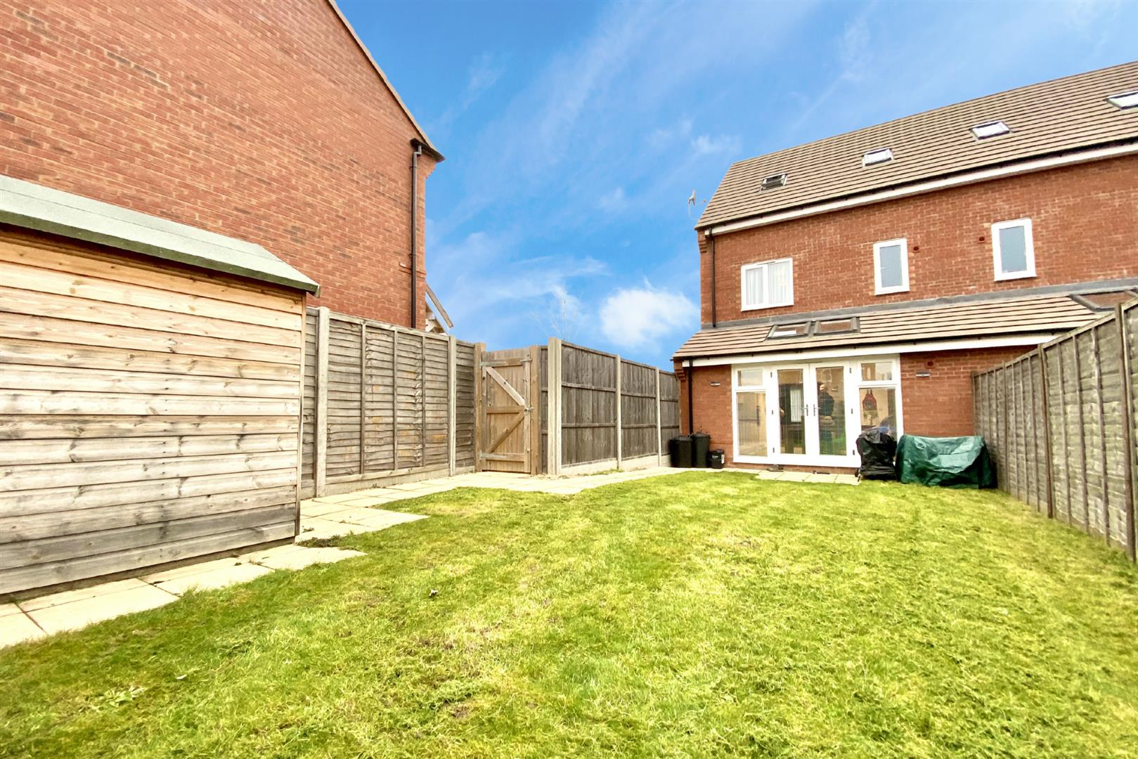 3 bed semi-detached for sale in Shinfield 4