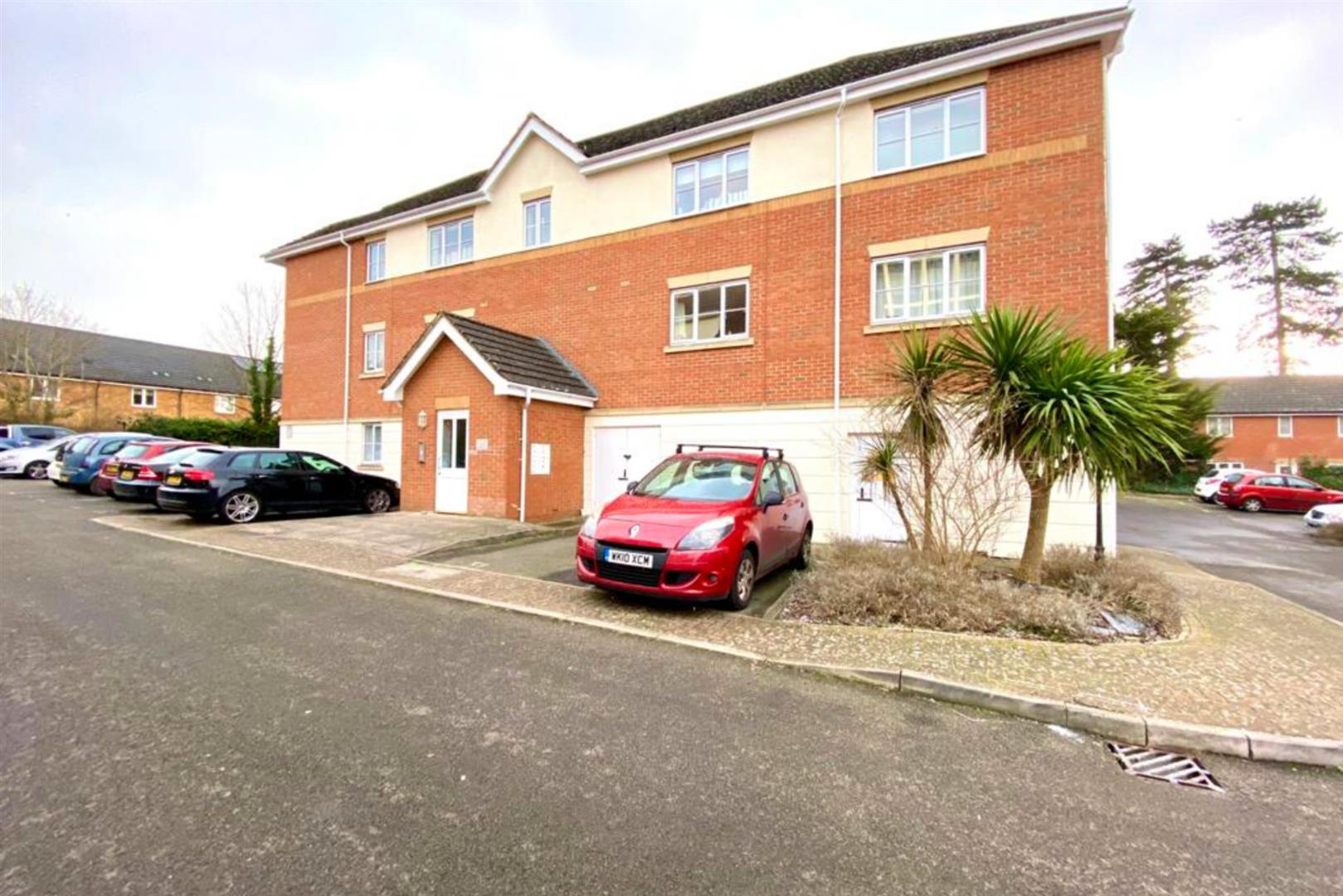 2 bed apartment for sale in Basingstoke Road, RG2