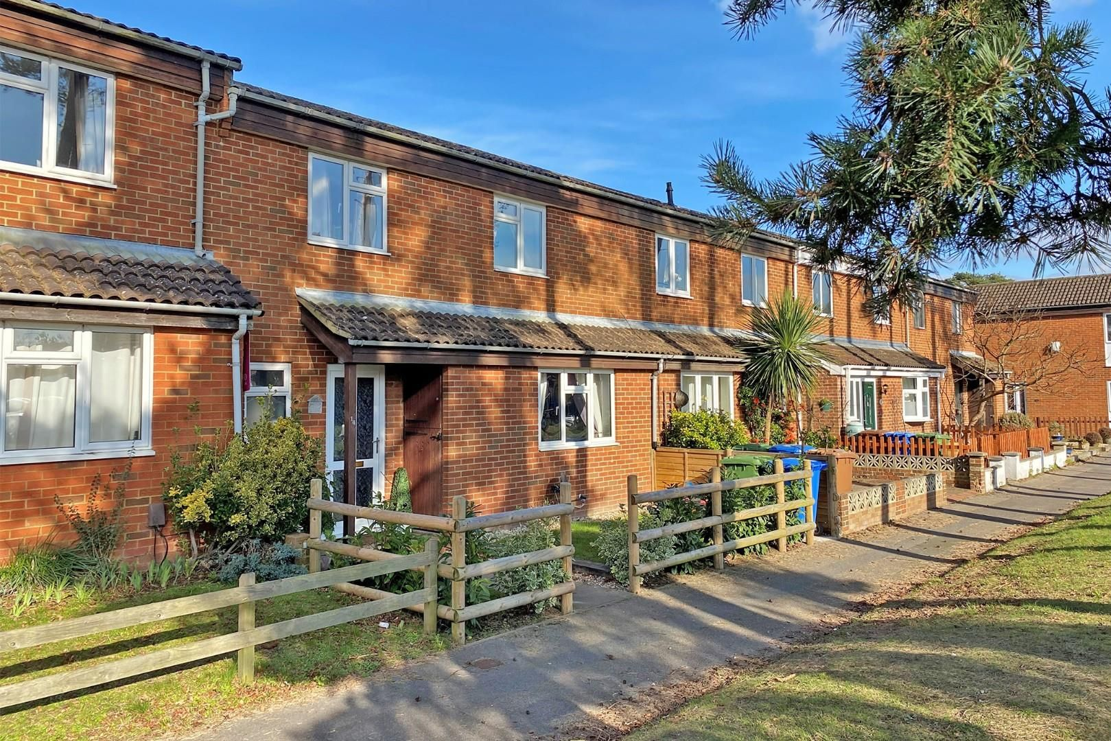 3 bed terraced to rent in Crown Wood 1