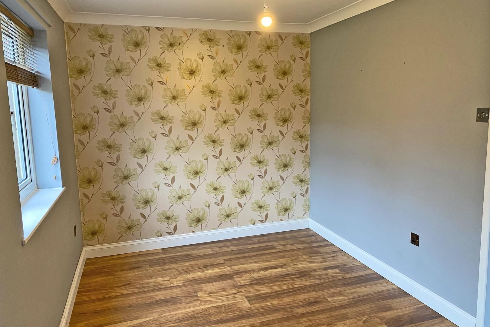 3 bed terraced to rent in Crown Wood 5