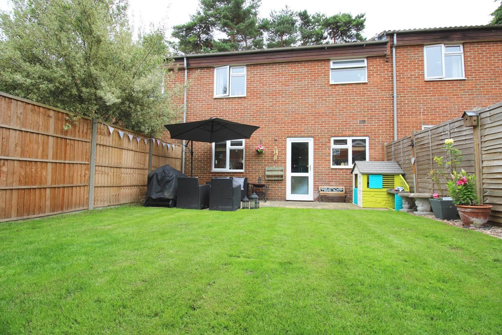 3 bed terraced to rent in Crown Wood 6