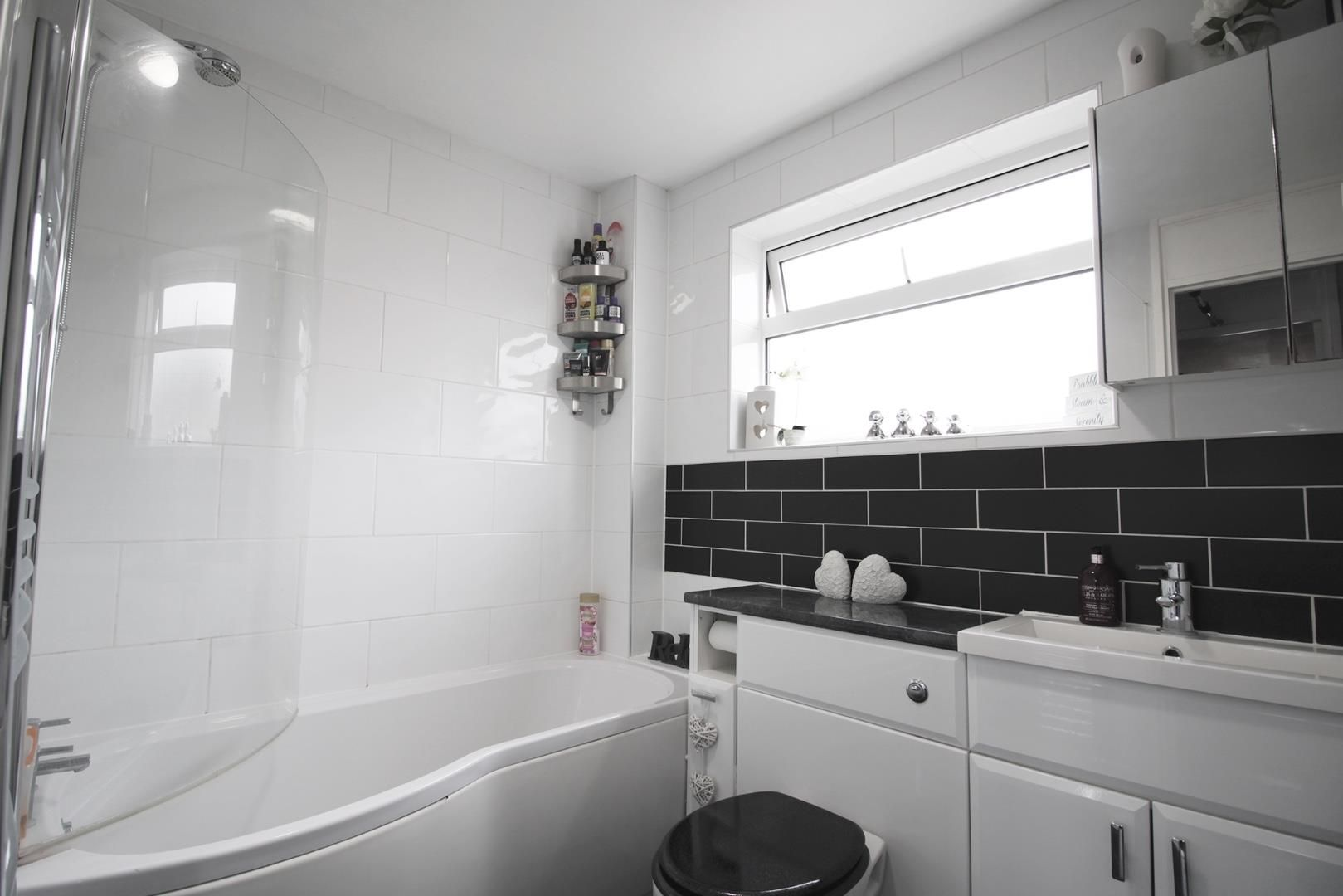 3 bed terraced to rent in Crown Wood 7