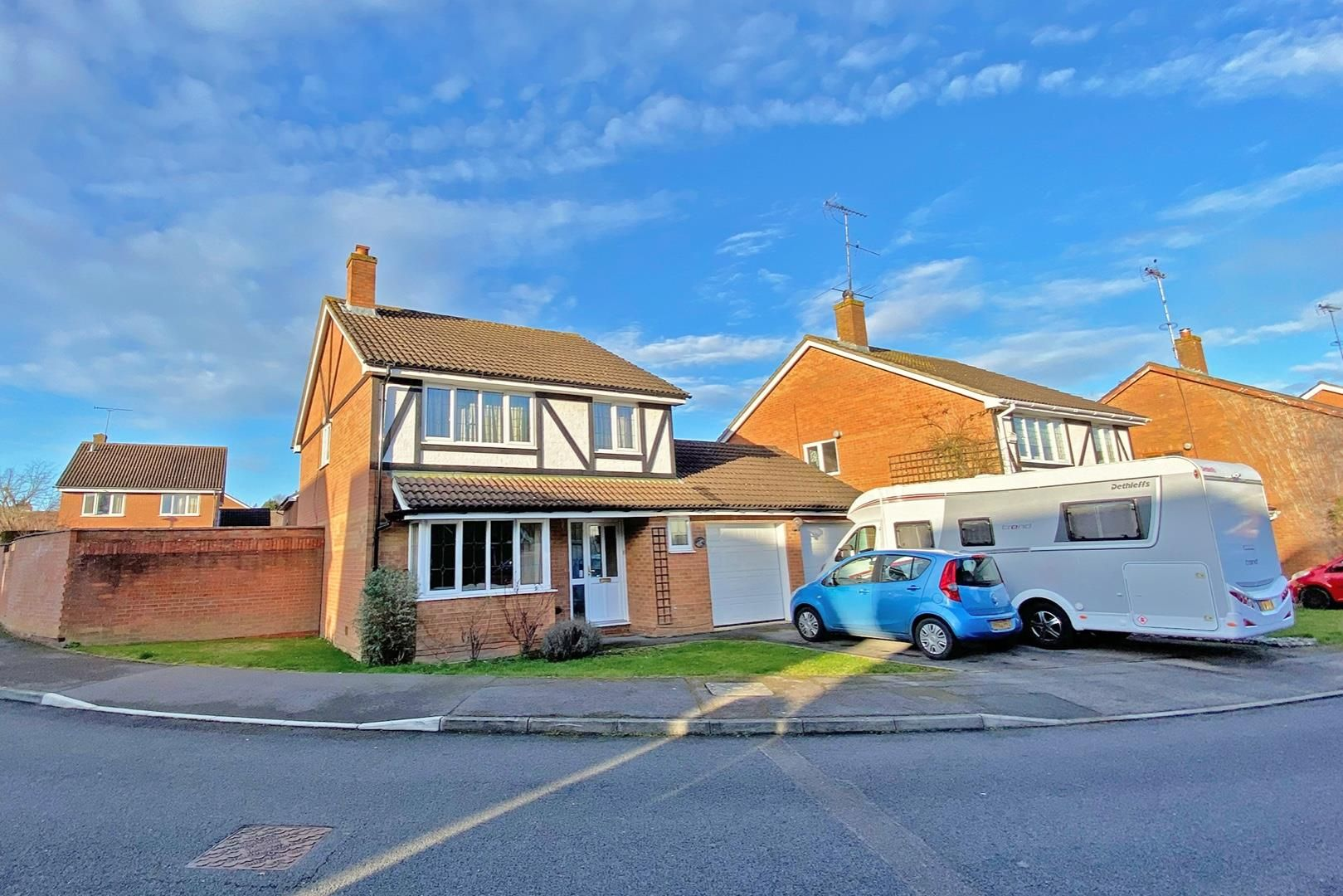 4 bed detached for sale in Amen Corner, RG42