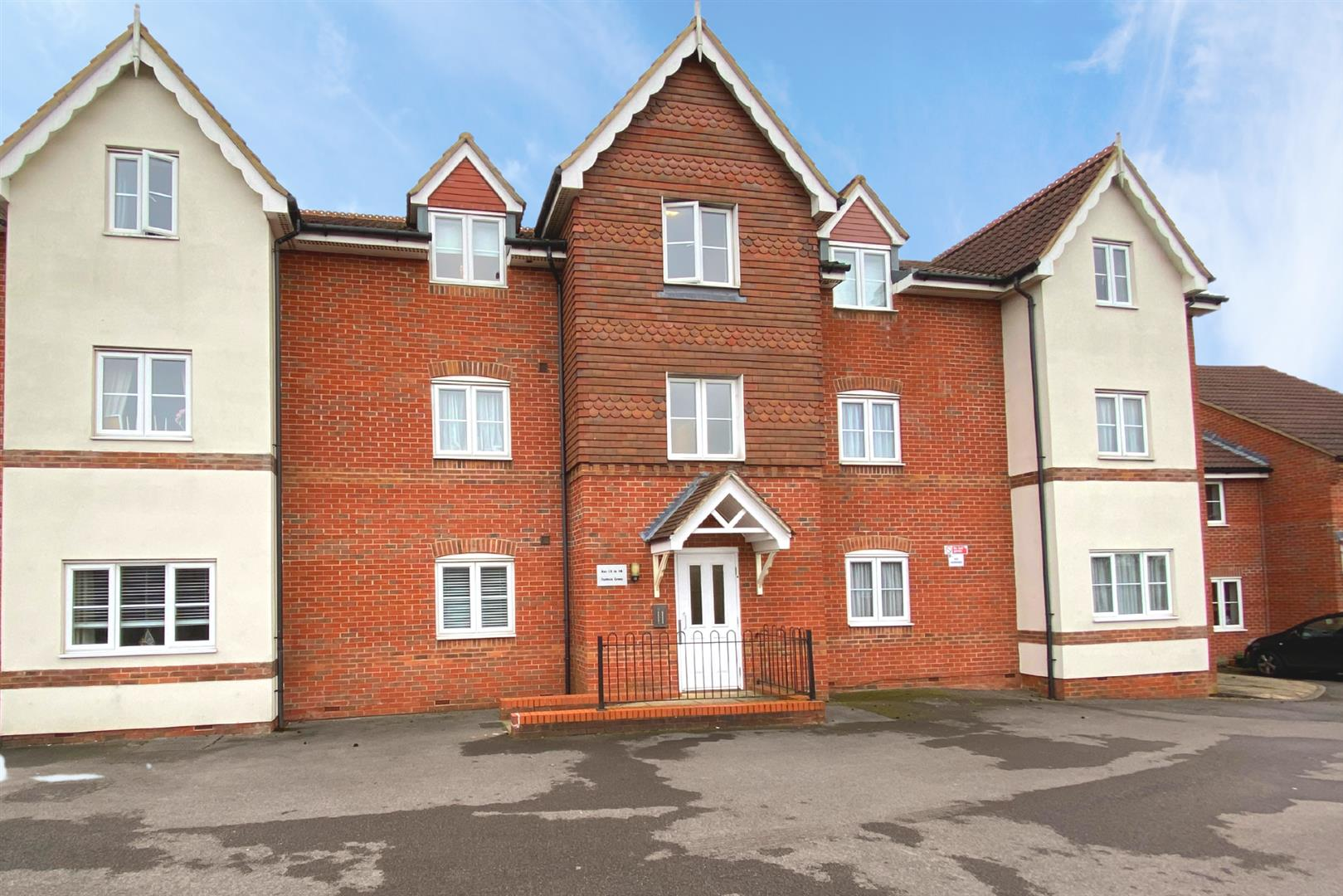 1 bed apartment for sale in Shinfield, RG2