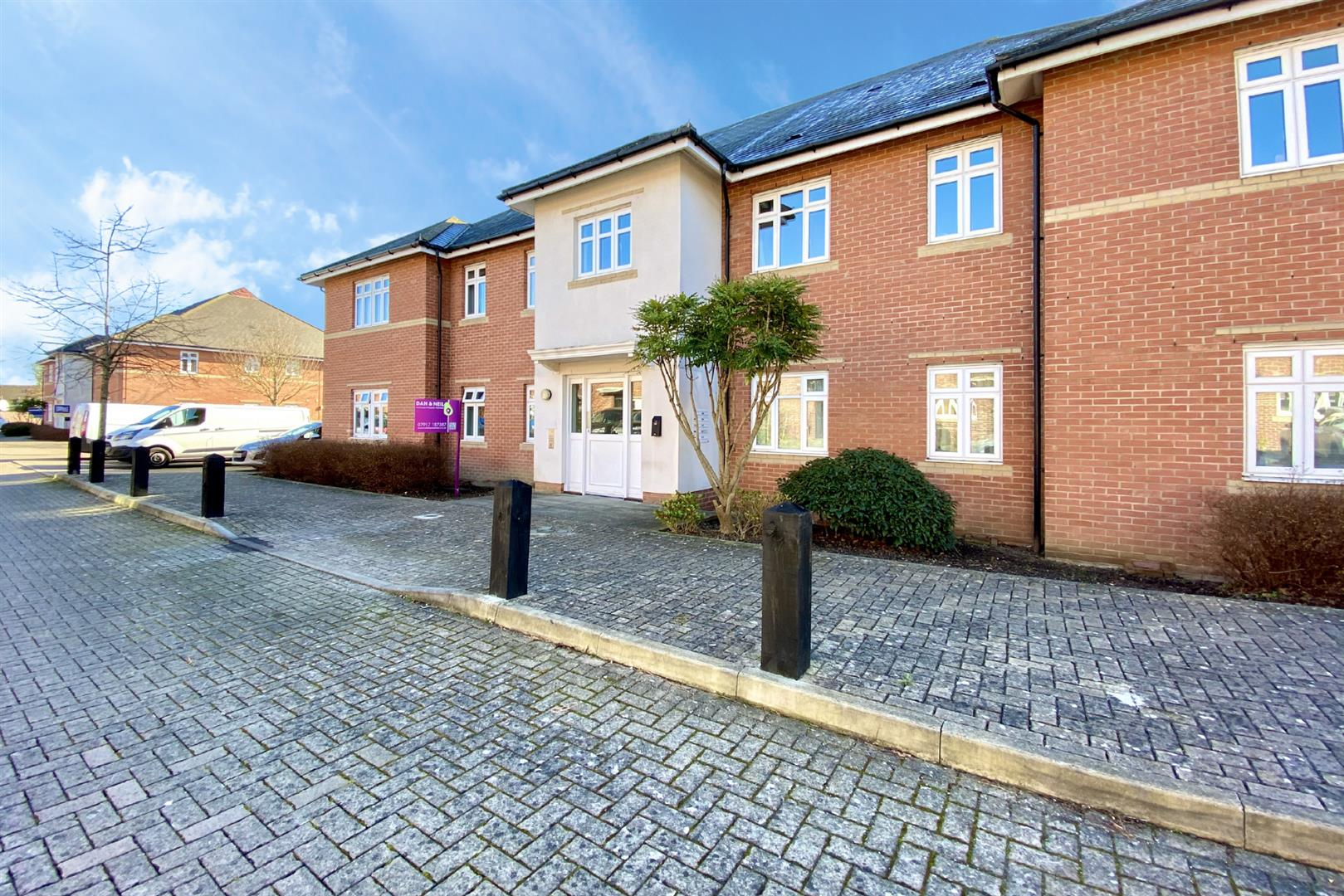 2 bed flat for sale in Lower Earley, RG6
