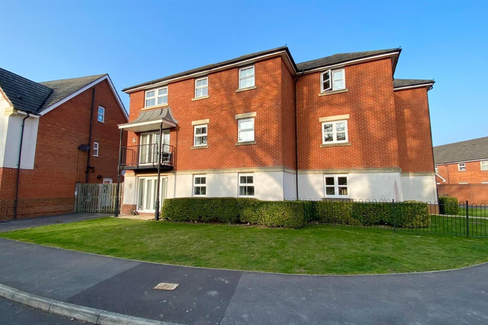 2 bed flat for sale in Shinfield, RG2
