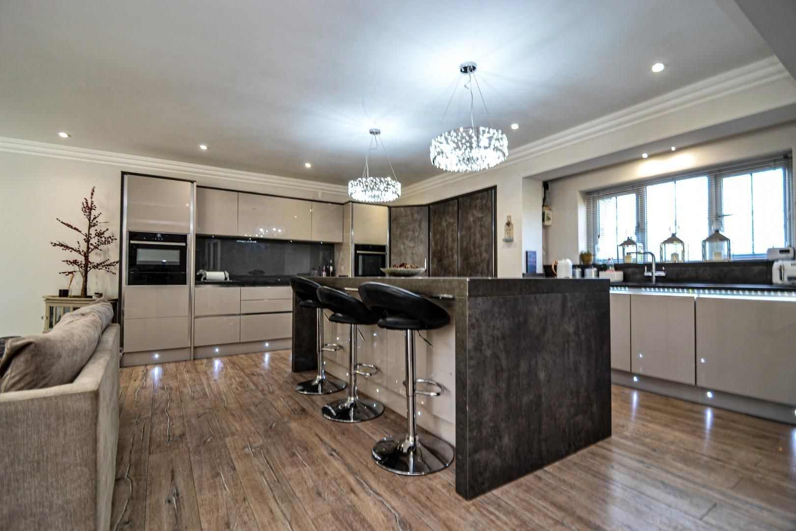 5 bed house for sale  - Property Image 4