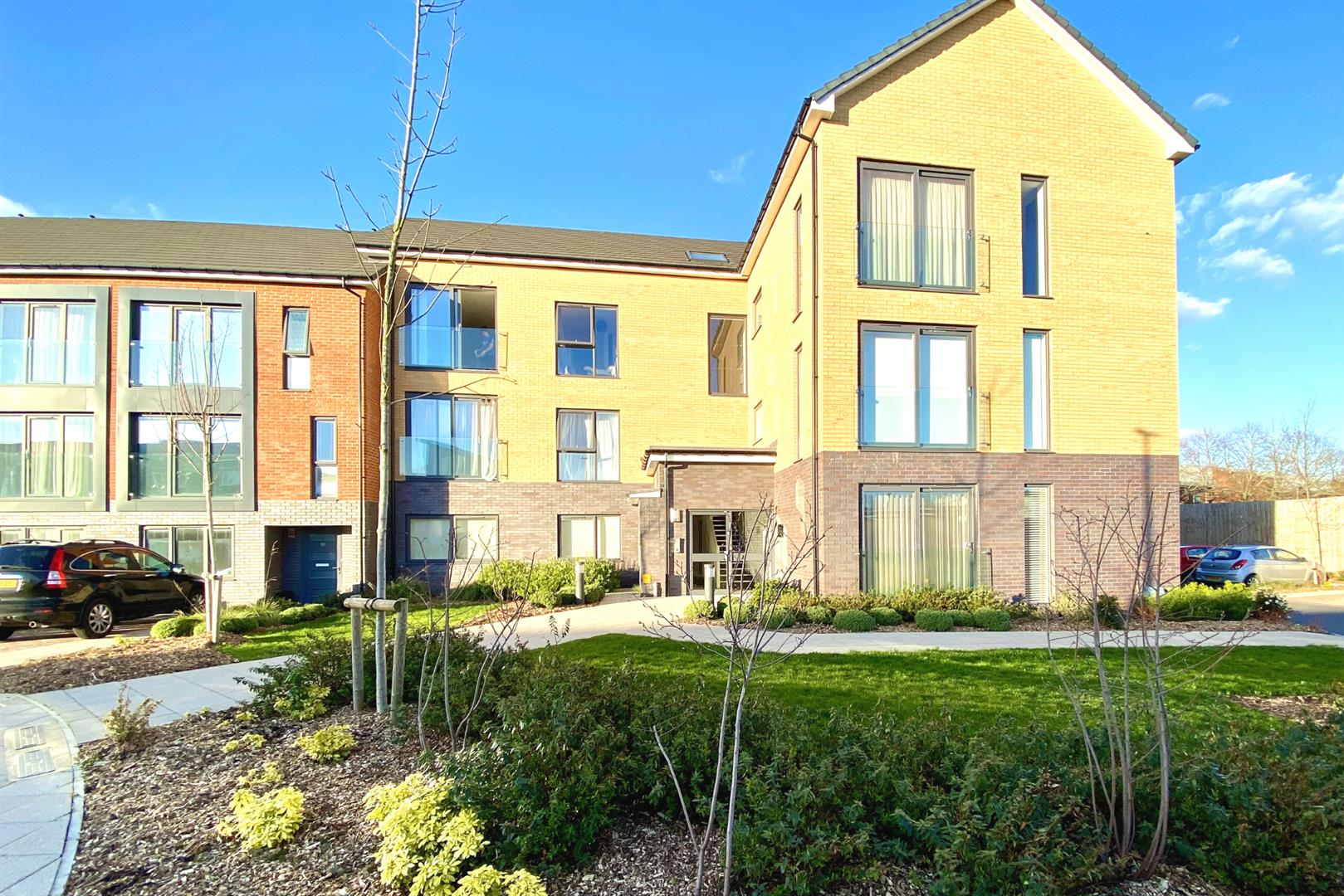 2 bed flat for sale, RG2