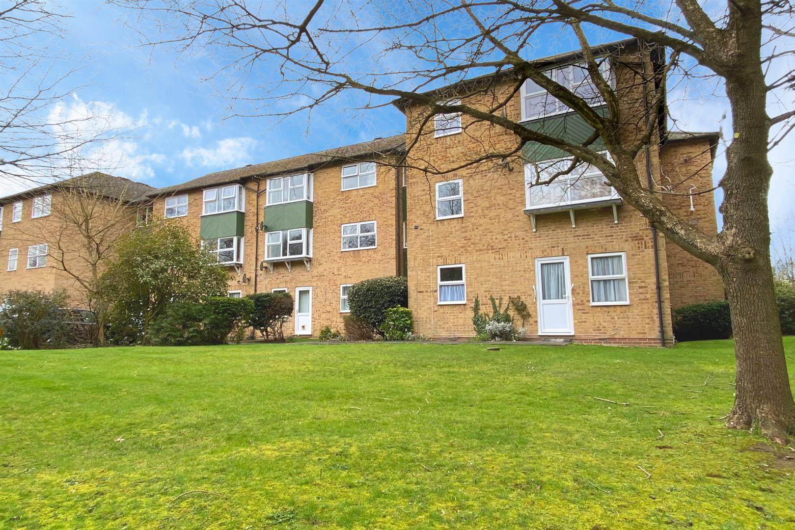 1 bed apartment for sale, RG41