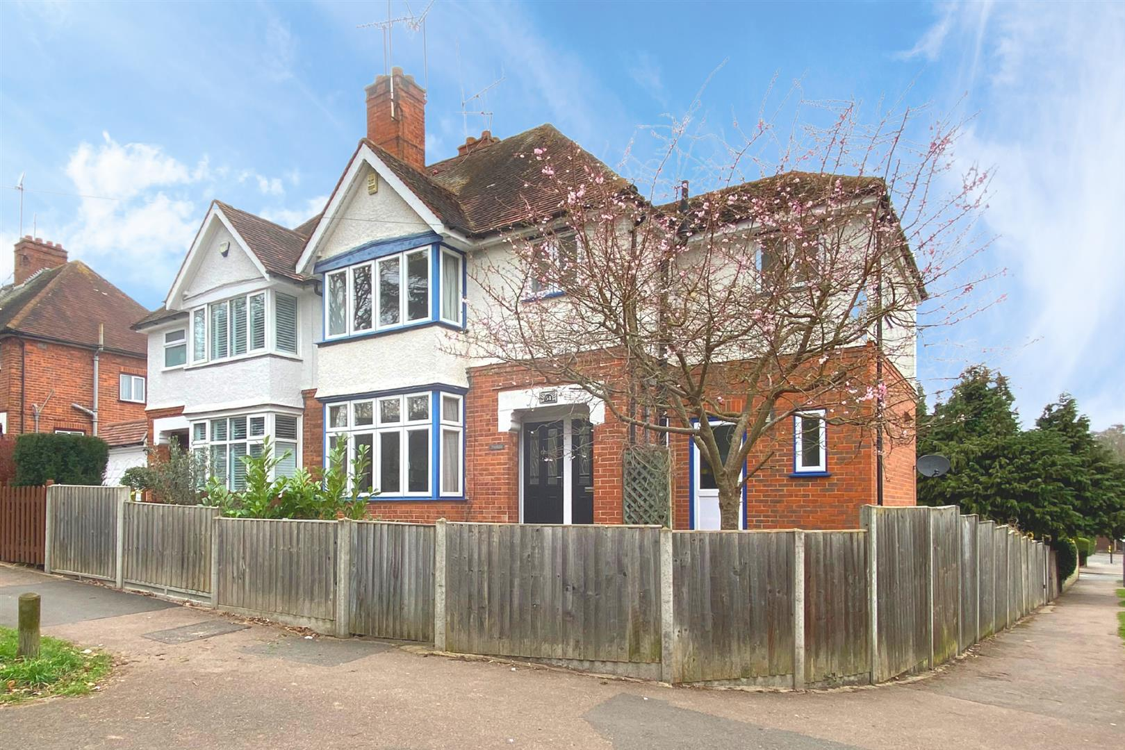4 bed semi-detached for sale, RG1