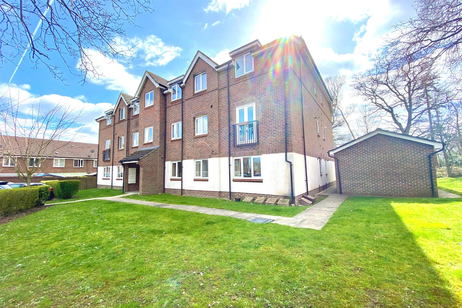 2 bed flat for sale in Spencers Wood, RG7
