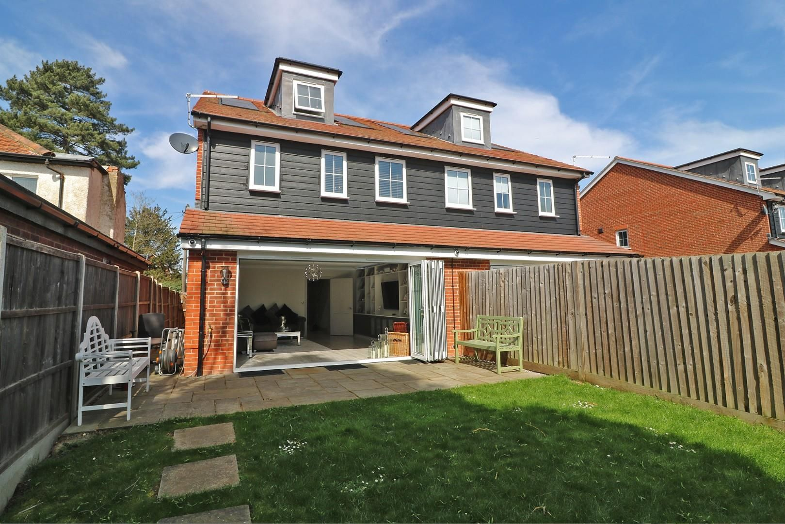 4 bed semi-detached to rent in Binfield - Property Image 1