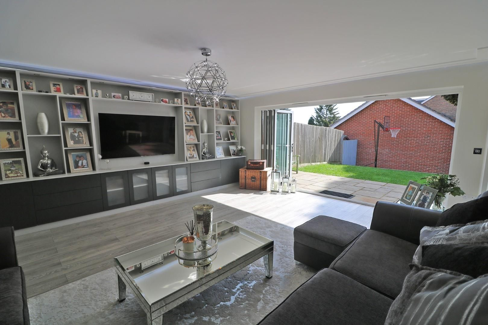 4 bed semi-detached to rent in Binfield  - Property Image 2