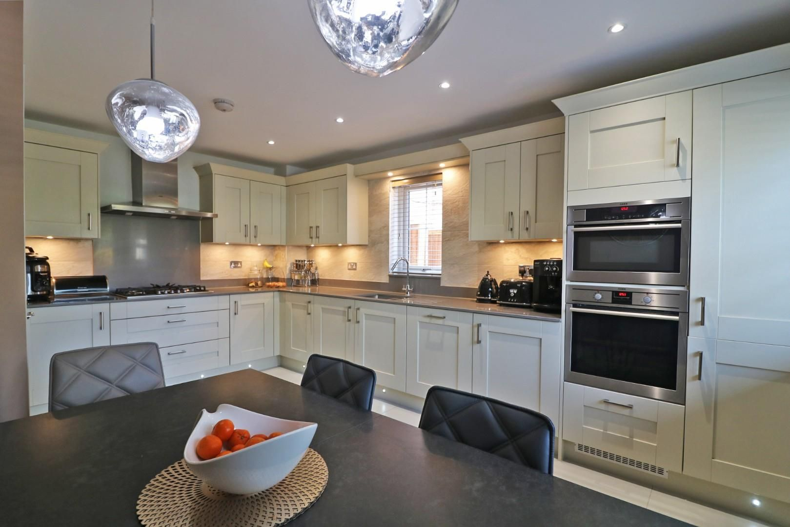 4 bed semi-detached to rent in Binfield  - Property Image 3